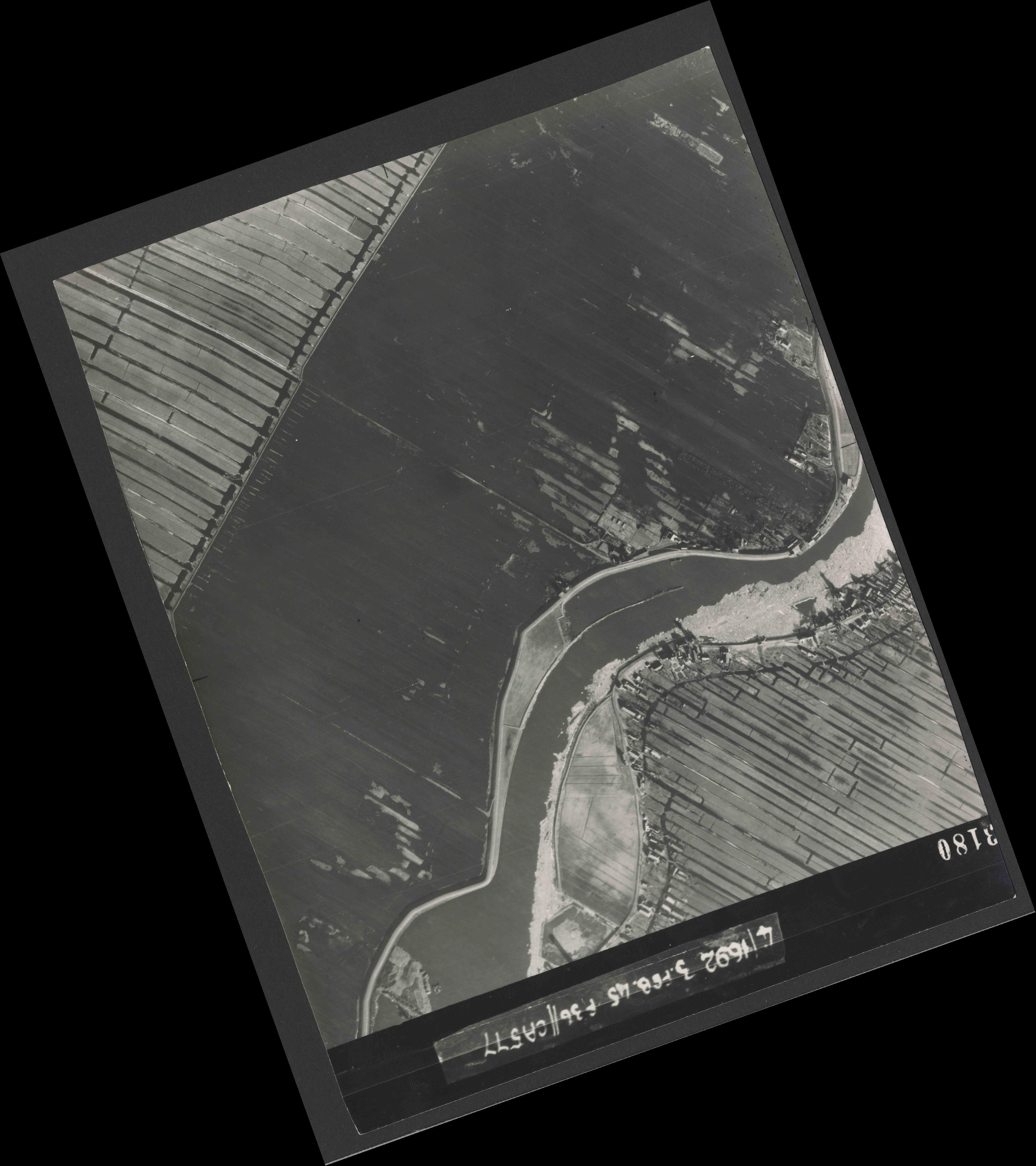 Collection RAF aerial photos 1940-1945 - flight 048, run 03, photo 3180