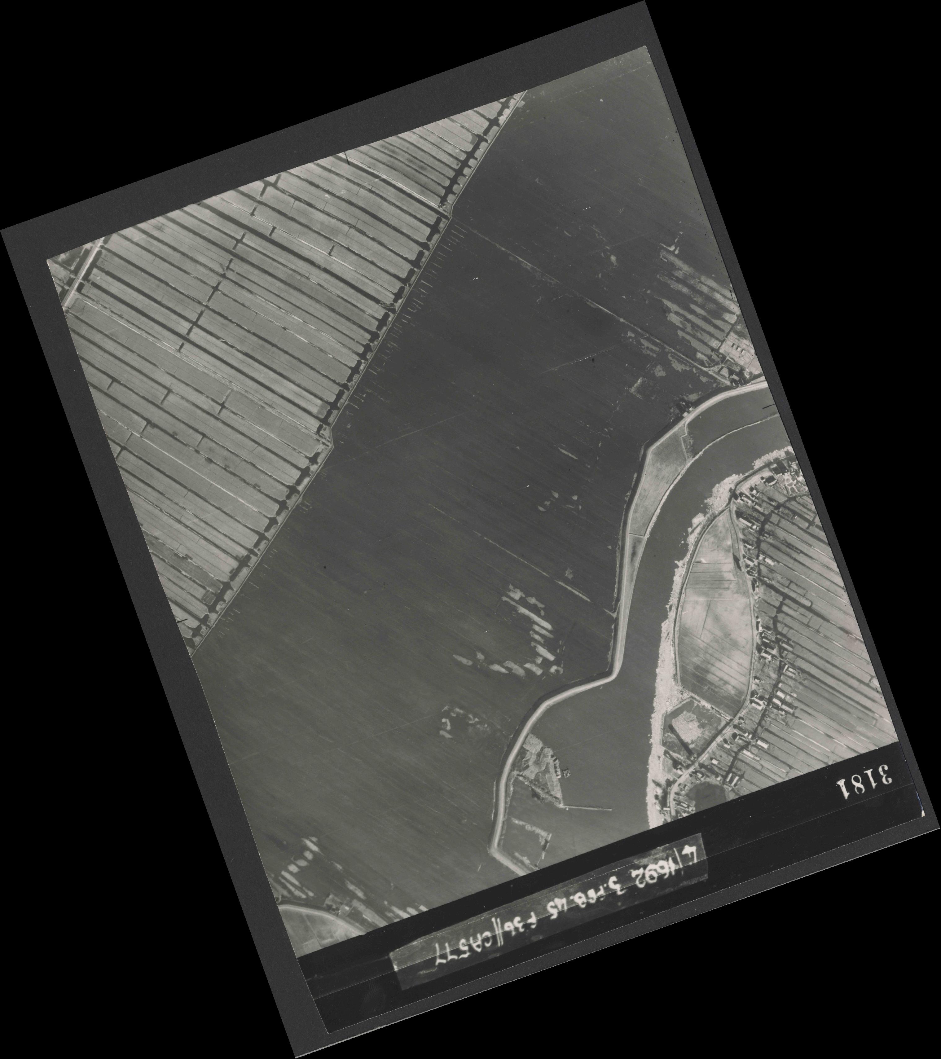 Collection RAF aerial photos 1940-1945 - flight 048, run 03, photo 3181