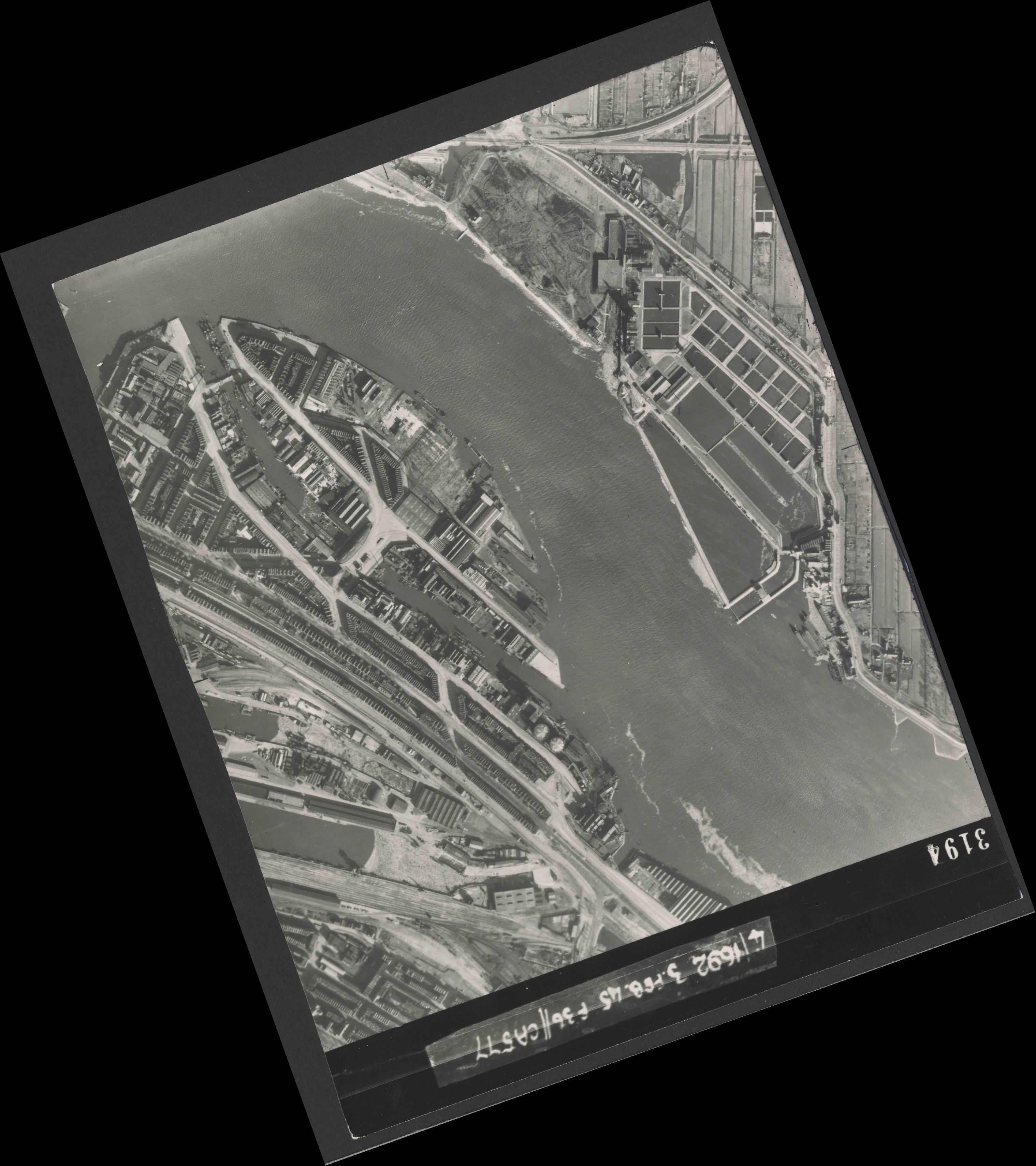Collection RAF aerial photos 1940-1945 - flight 048, run 03, photo 3194