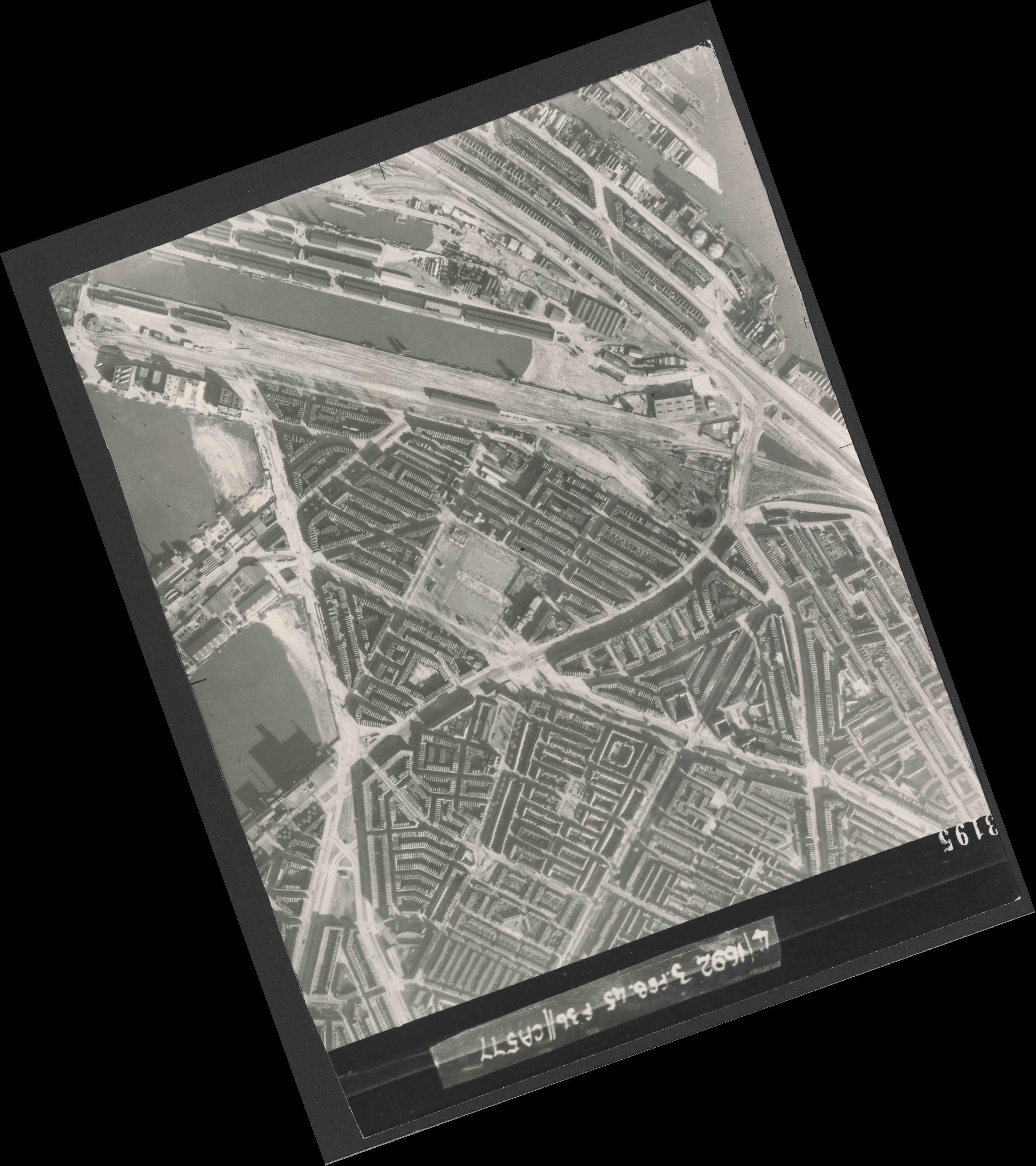 Collection RAF aerial photos 1940-1945 - flight 048, run 03, photo 3195