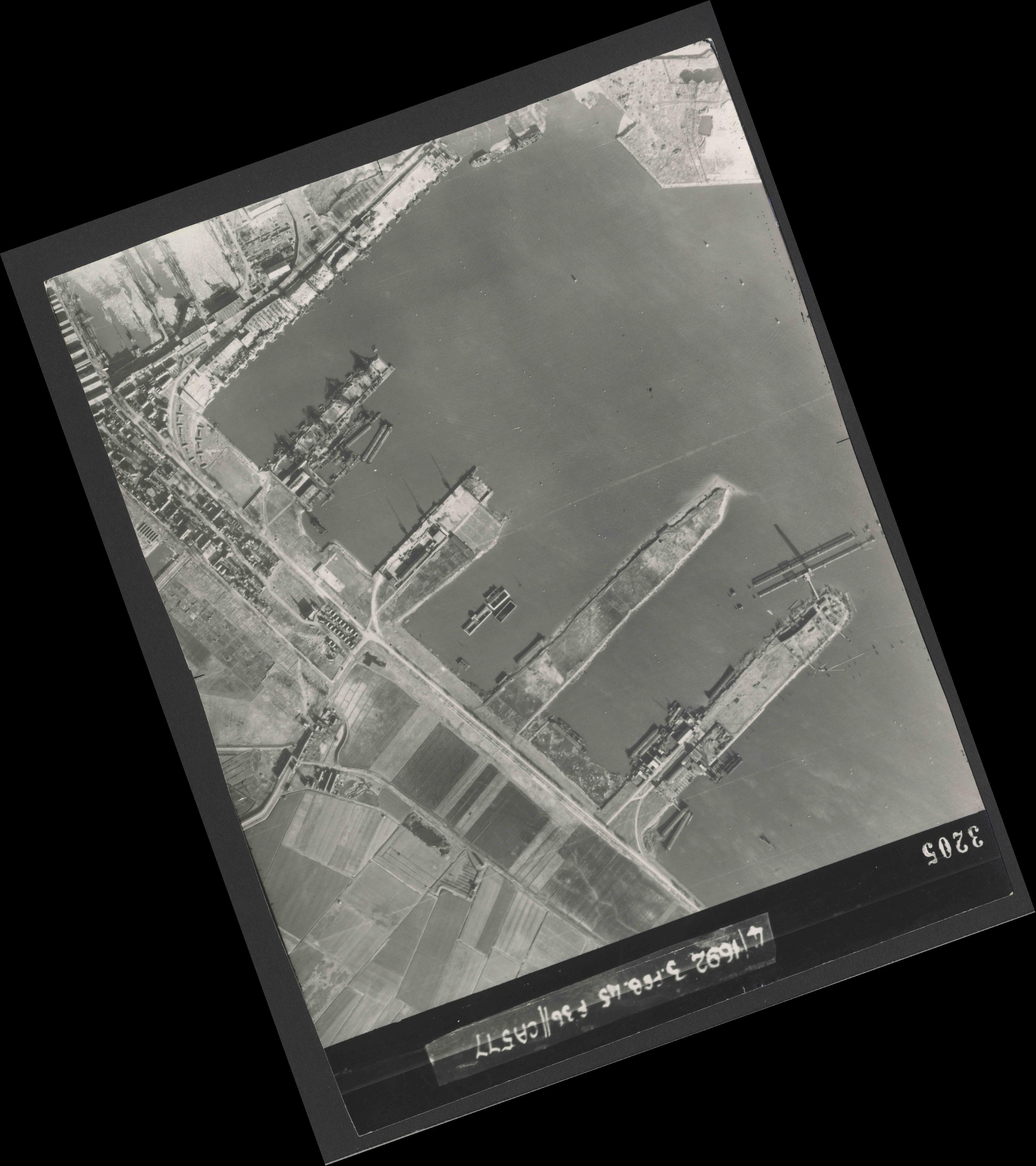 Collection RAF aerial photos 1940-1945 - flight 048, run 03, photo 3205