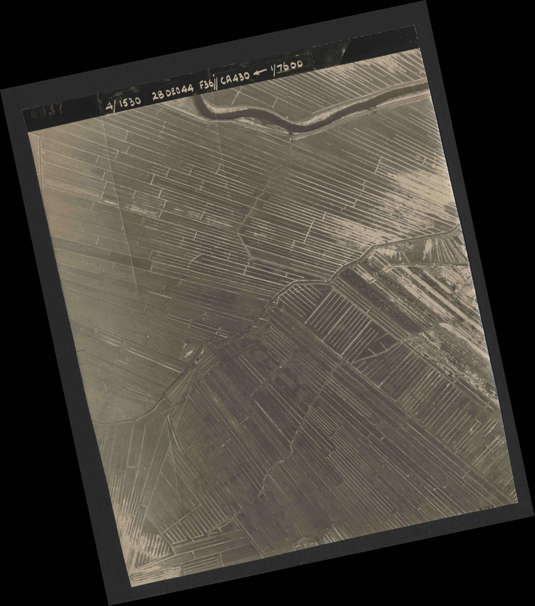 Collection RAF aerial photos 1940-1945 - flight 050, run 05, photo 4037