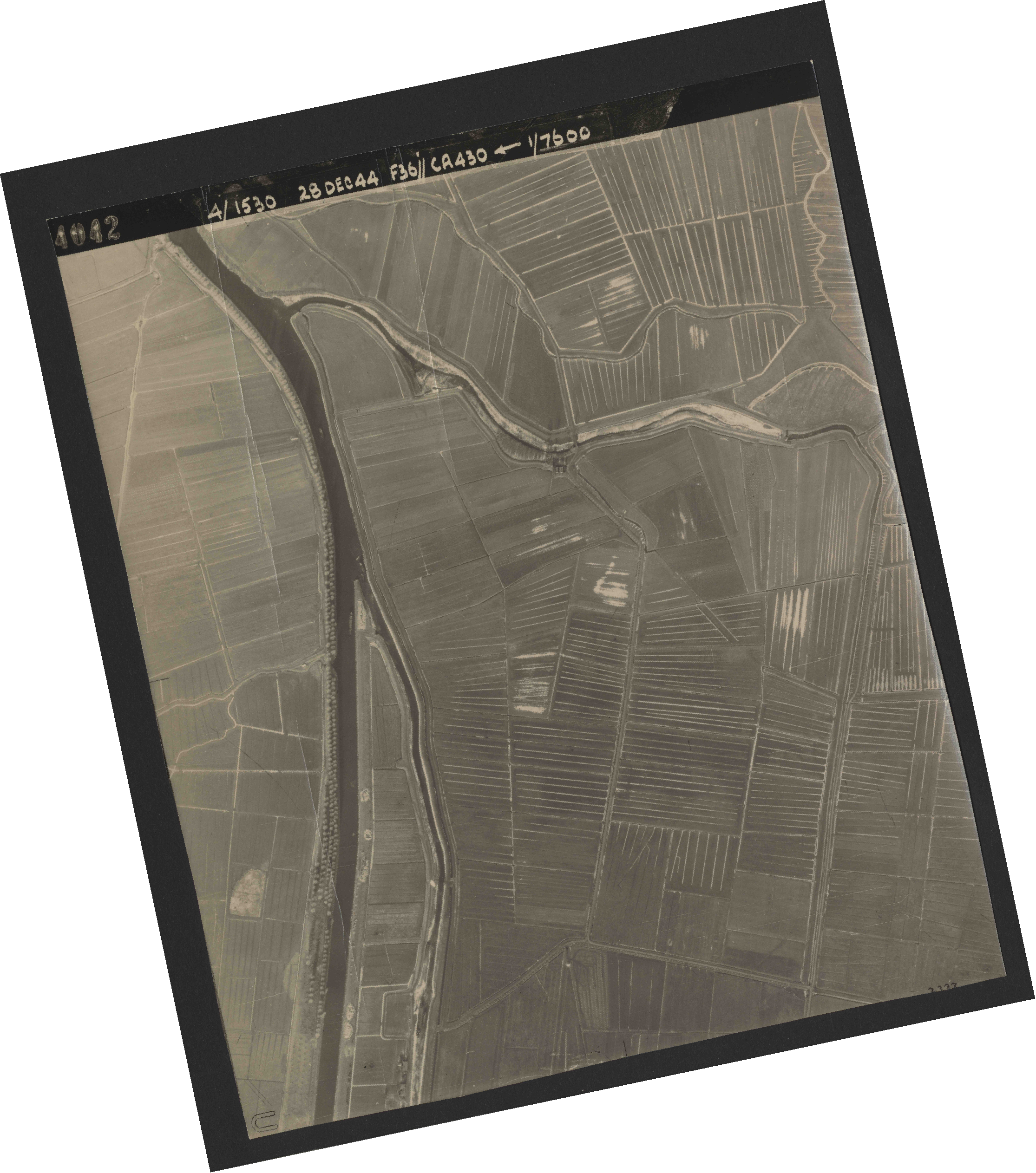 Collection RAF aerial photos 1940-1945 - flight 050, run 05, photo 4042