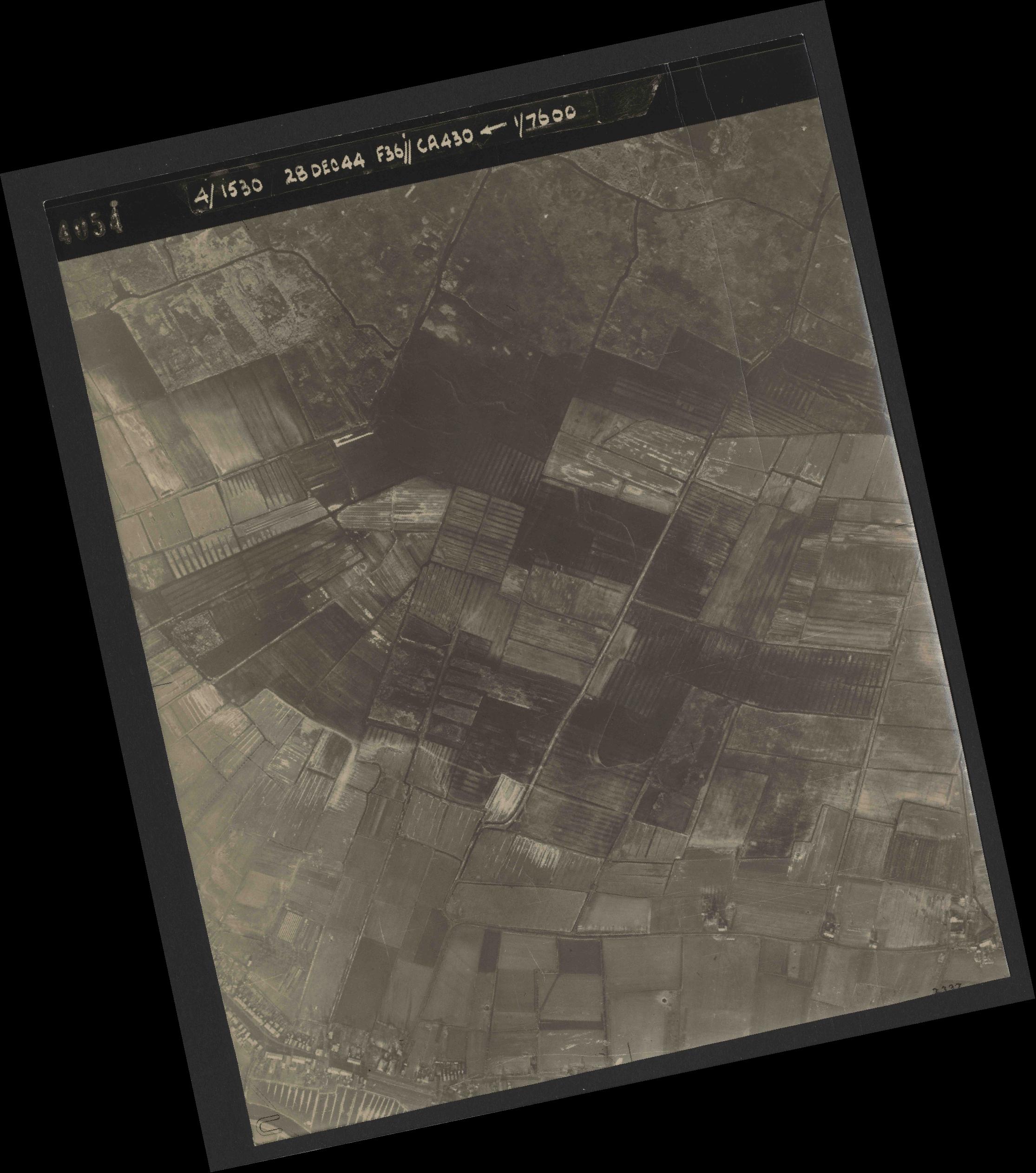 Collection RAF aerial photos 1940-1945 - flight 050, run 05, photo 4054