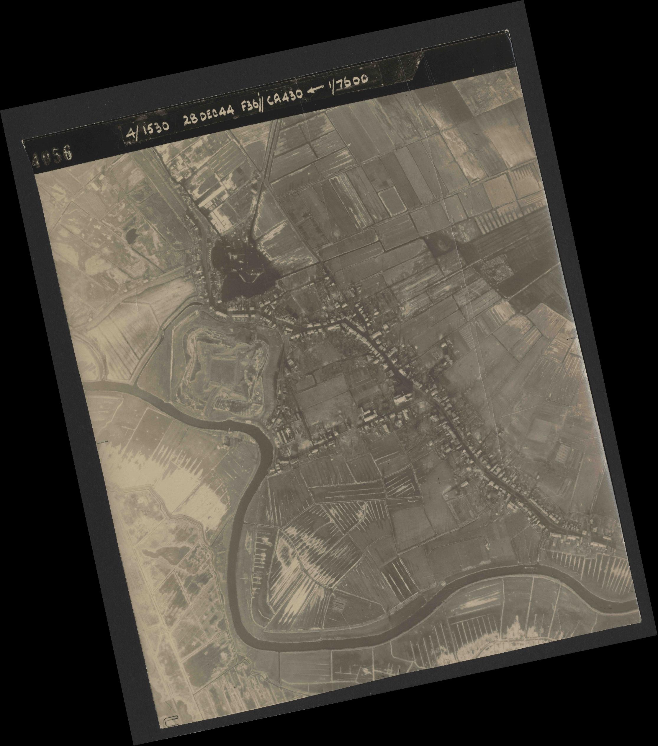 Collection RAF aerial photos 1940-1945 - flight 050, run 05, photo 4056