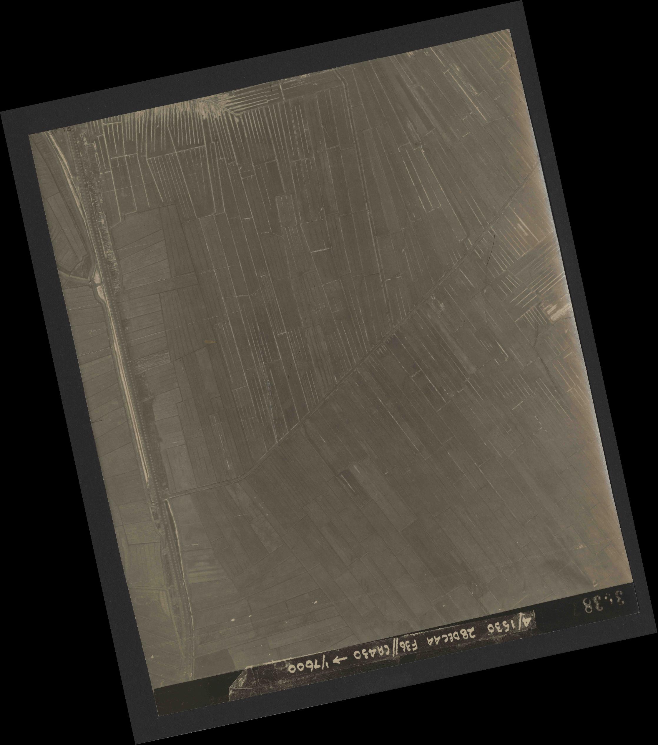 Collection RAF aerial photos 1940-1945 - flight 050, run 06, photo 3038