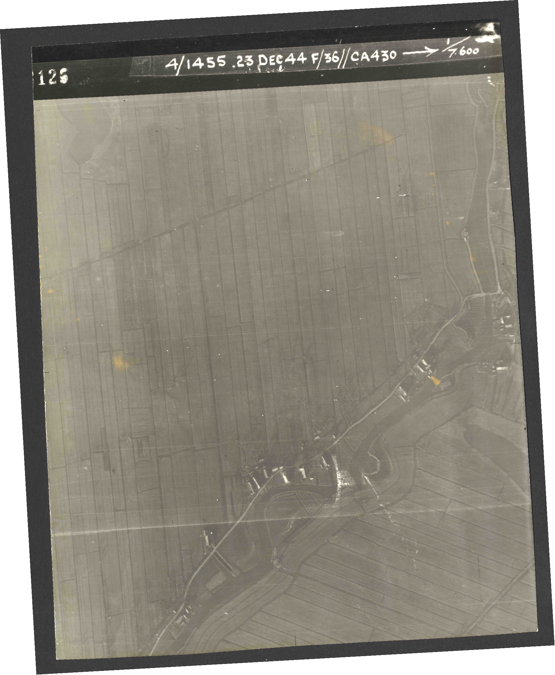 Collection RAF aerial photos 1940-1945 - flight 051, run 03, photo 3126
