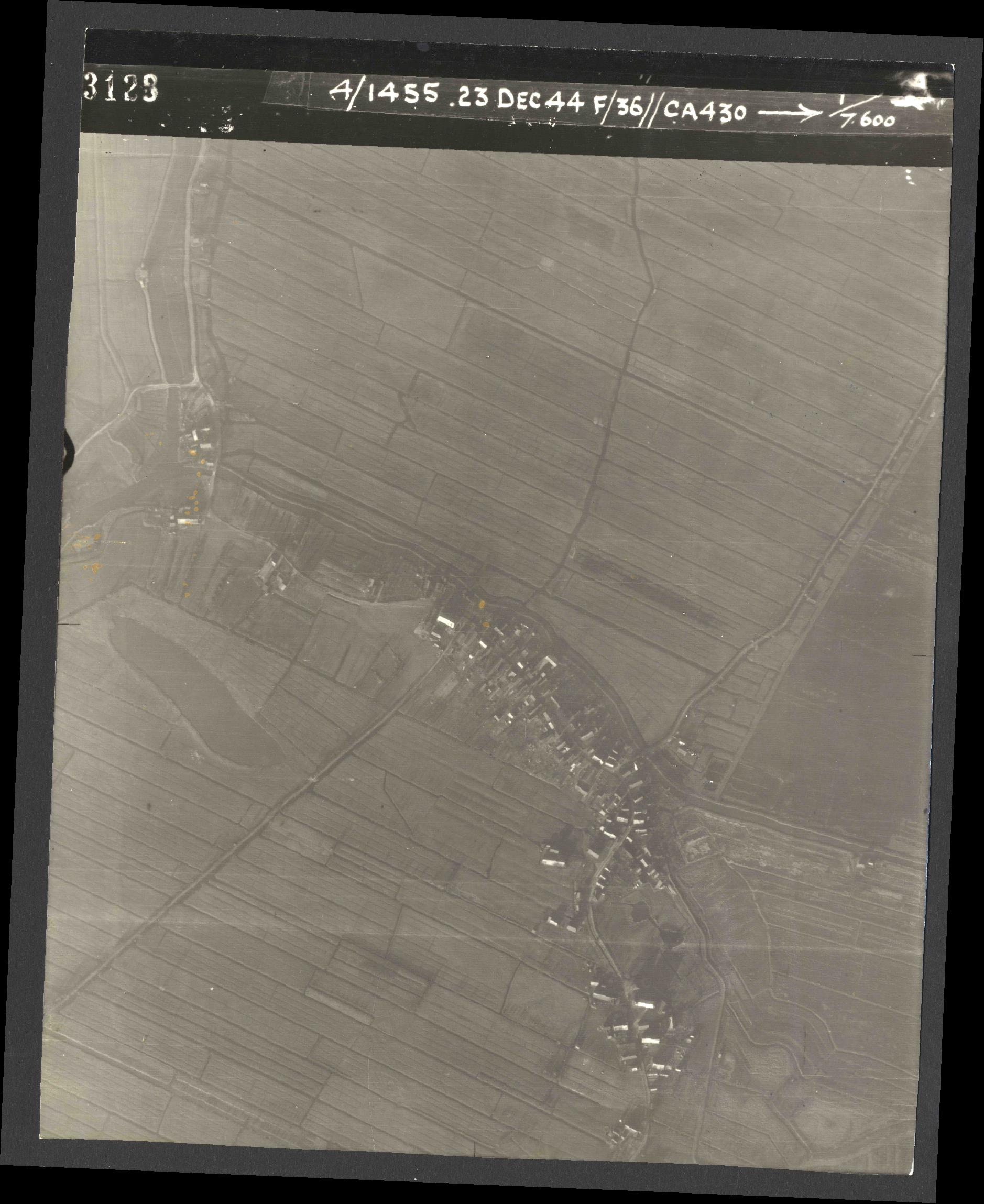 Collection RAF aerial photos 1940-1945 - flight 051, run 03, photo 3128