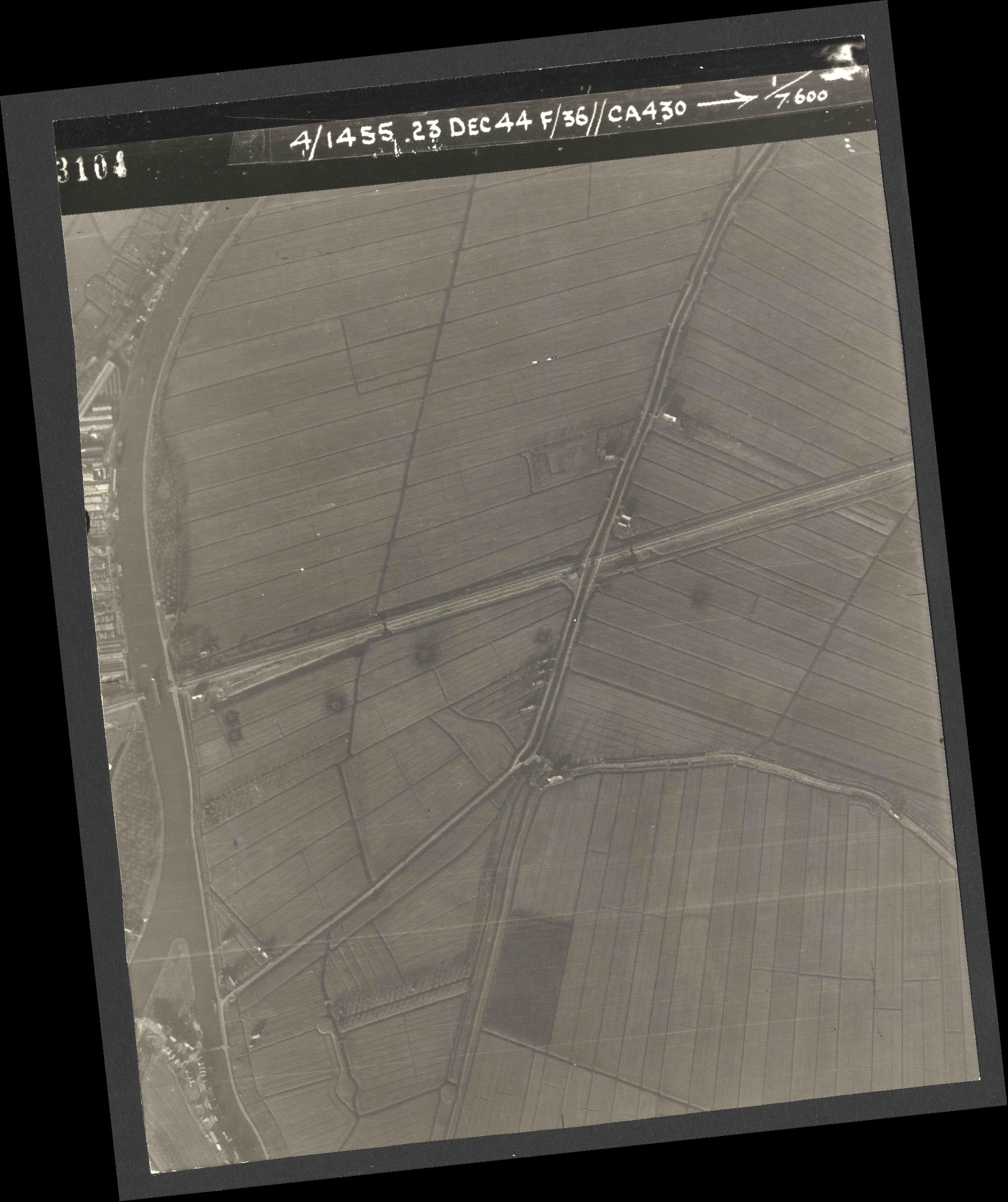Collection RAF aerial photos 1940-1945 - flight 051, run 04, photo 3104