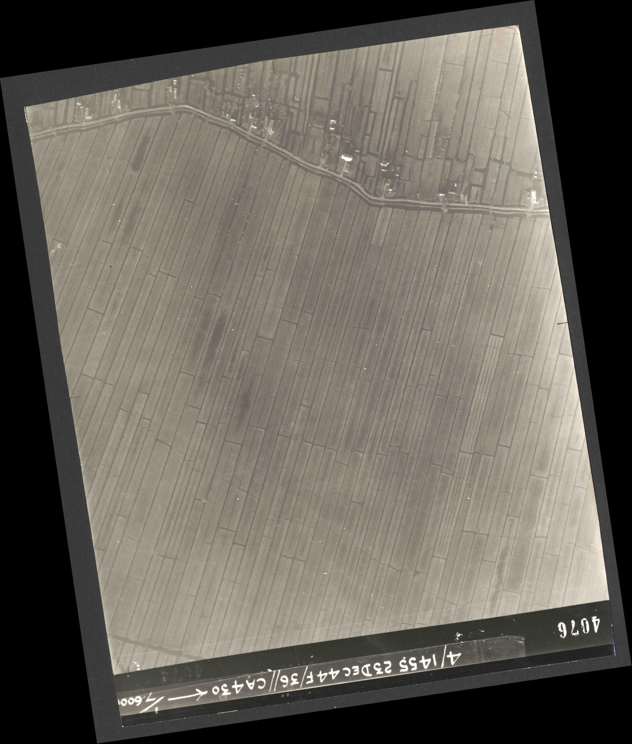 Collection RAF aerial photos 1940-1945 - flight 051, run 06, photo 4076
