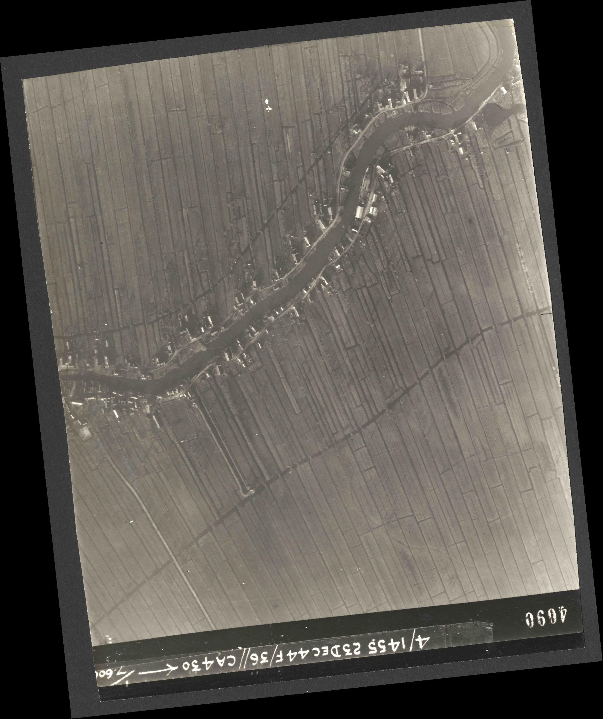 Collection RAF aerial photos 1940-1945 - flight 051, run 06, photo 4090