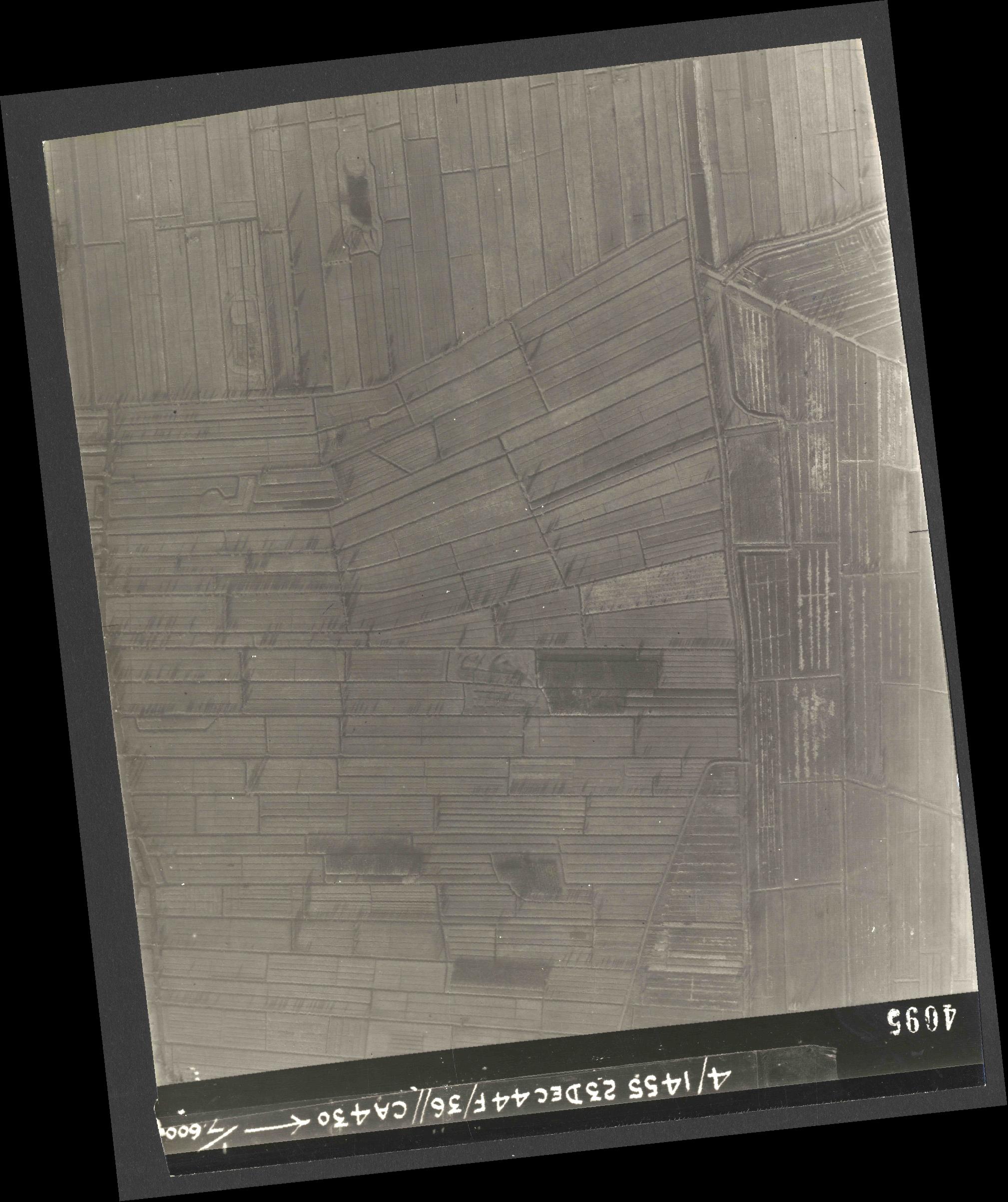 Collection RAF aerial photos 1940-1945 - flight 051, run 06, photo 4095