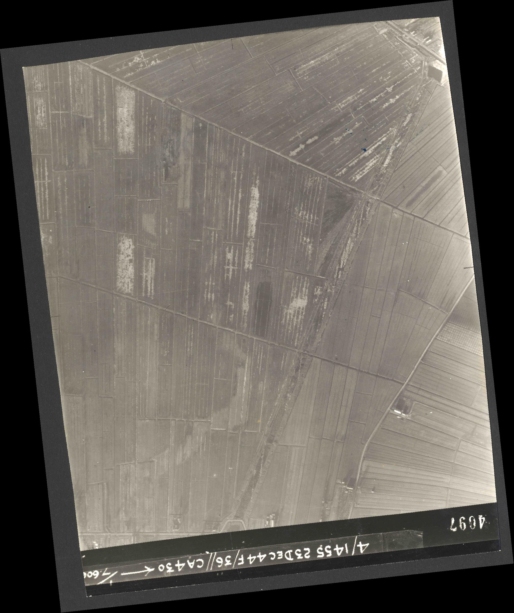 Collection RAF aerial photos 1940-1945 - flight 051, run 06, photo 4097