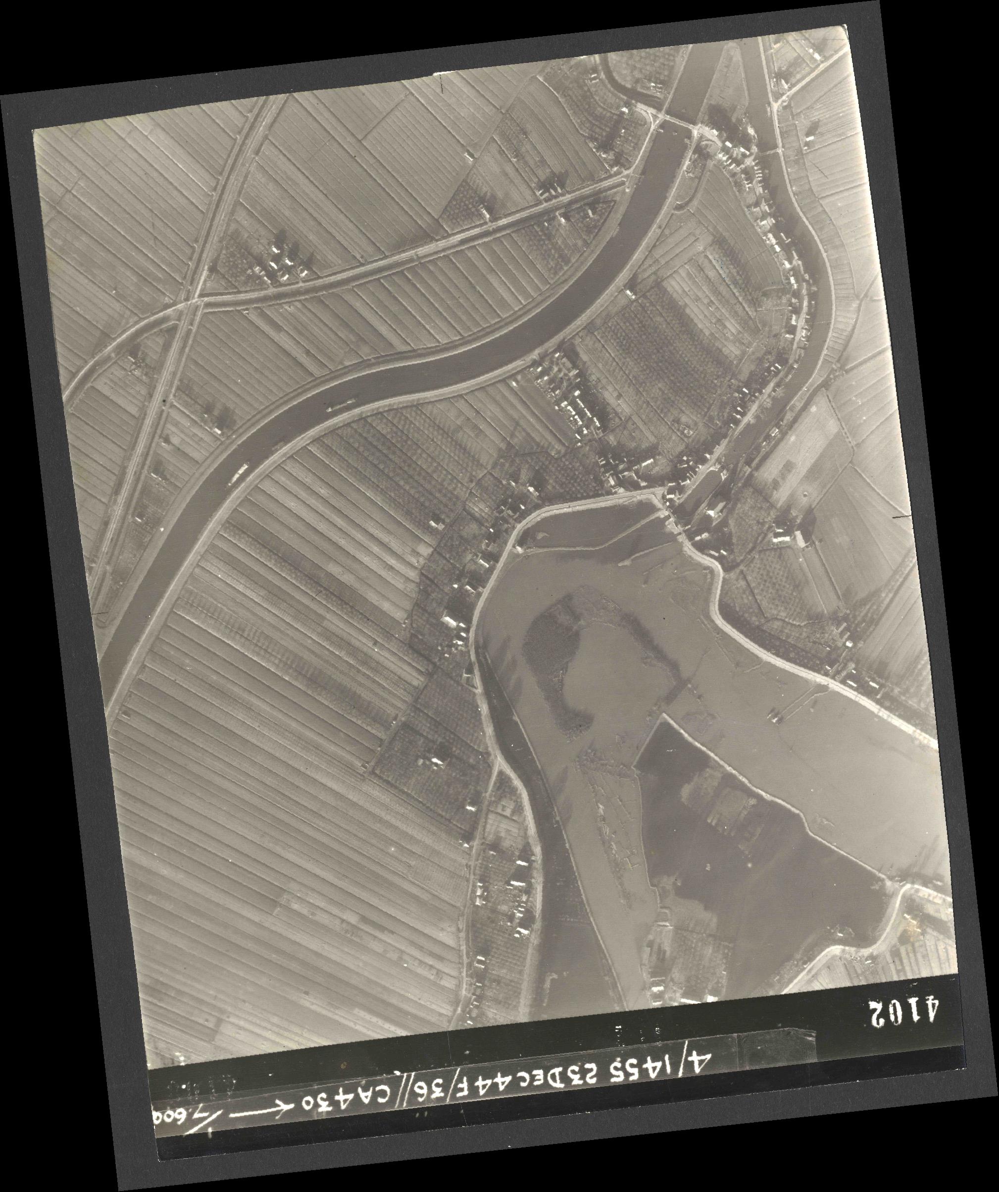 Collection RAF aerial photos 1940-1945 - flight 051, run 06, photo 4102