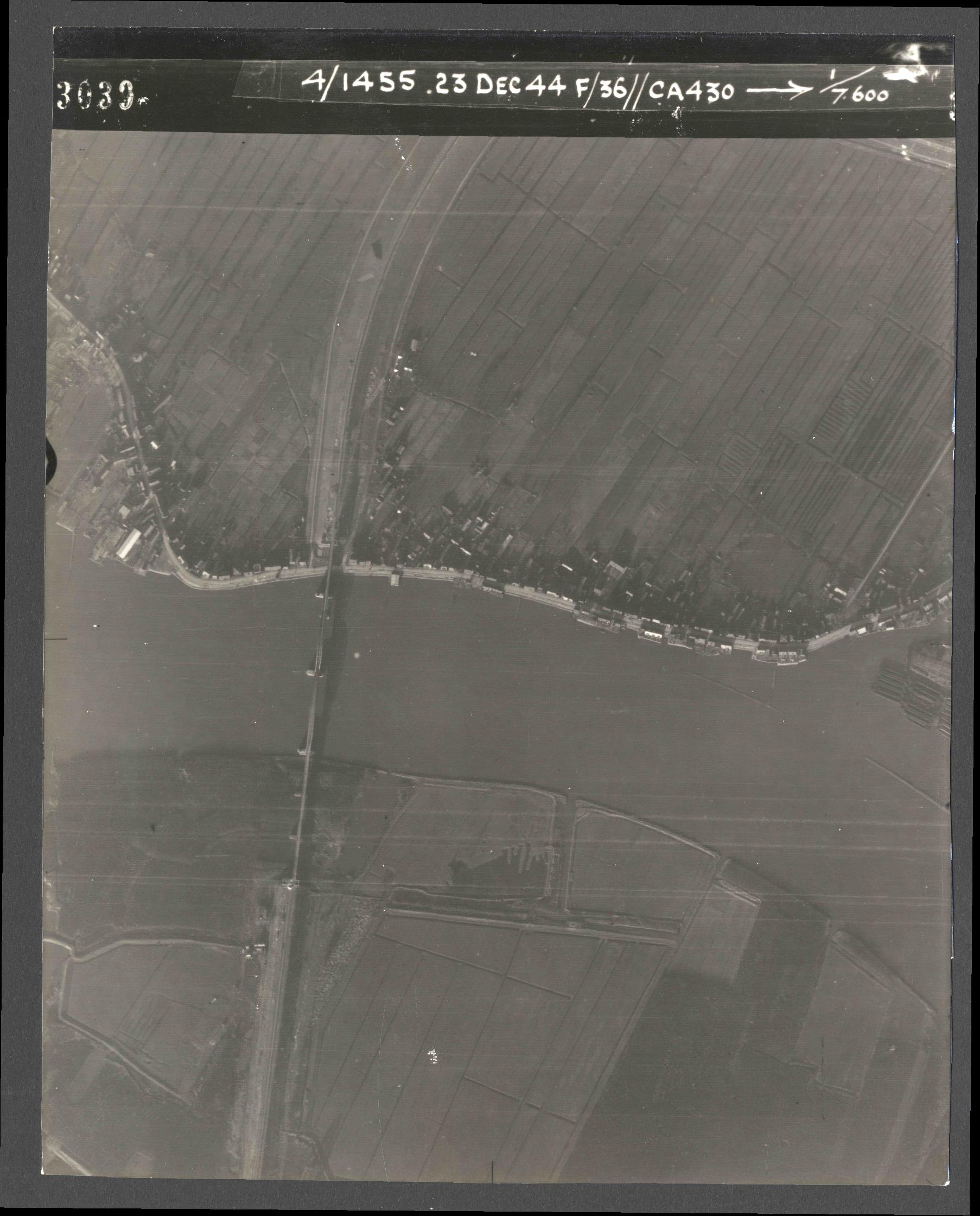 Collection RAF aerial photos 1940-1945 - flight 051, run 07, photo 3039