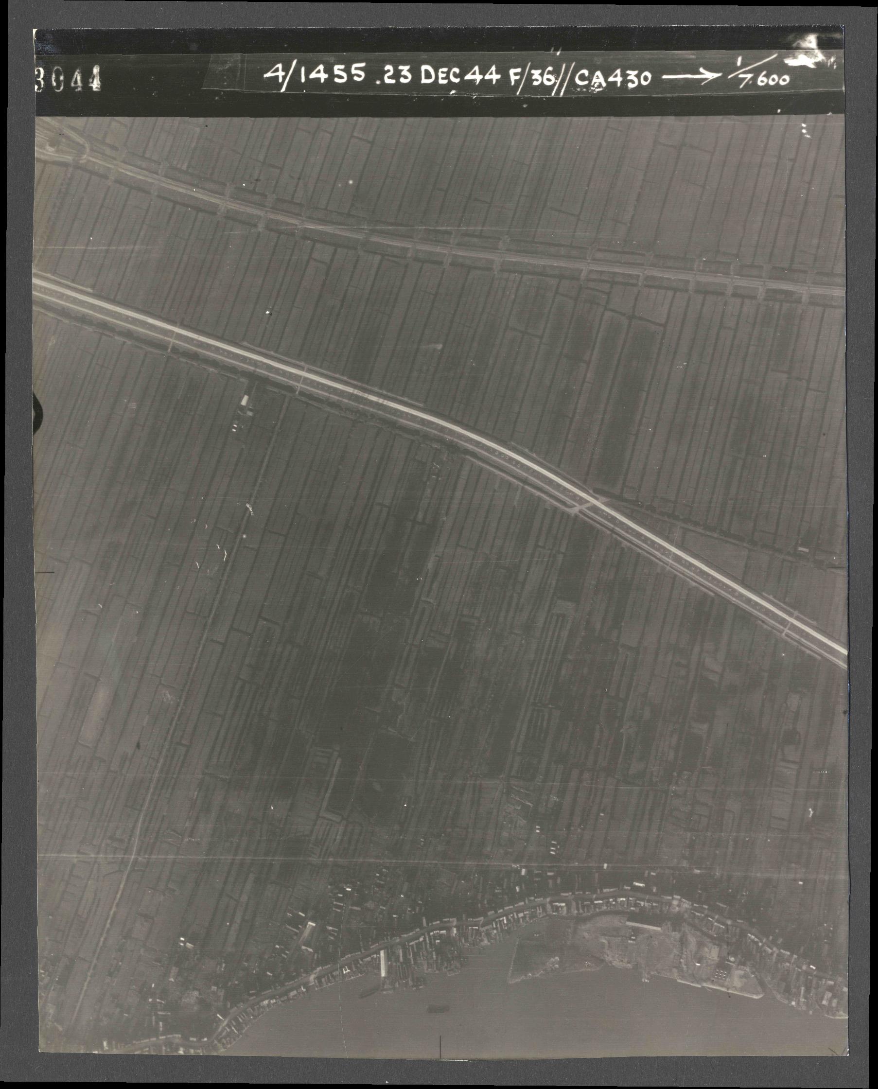 Collection RAF aerial photos 1940-1945 - flight 051, run 07, photo 3044