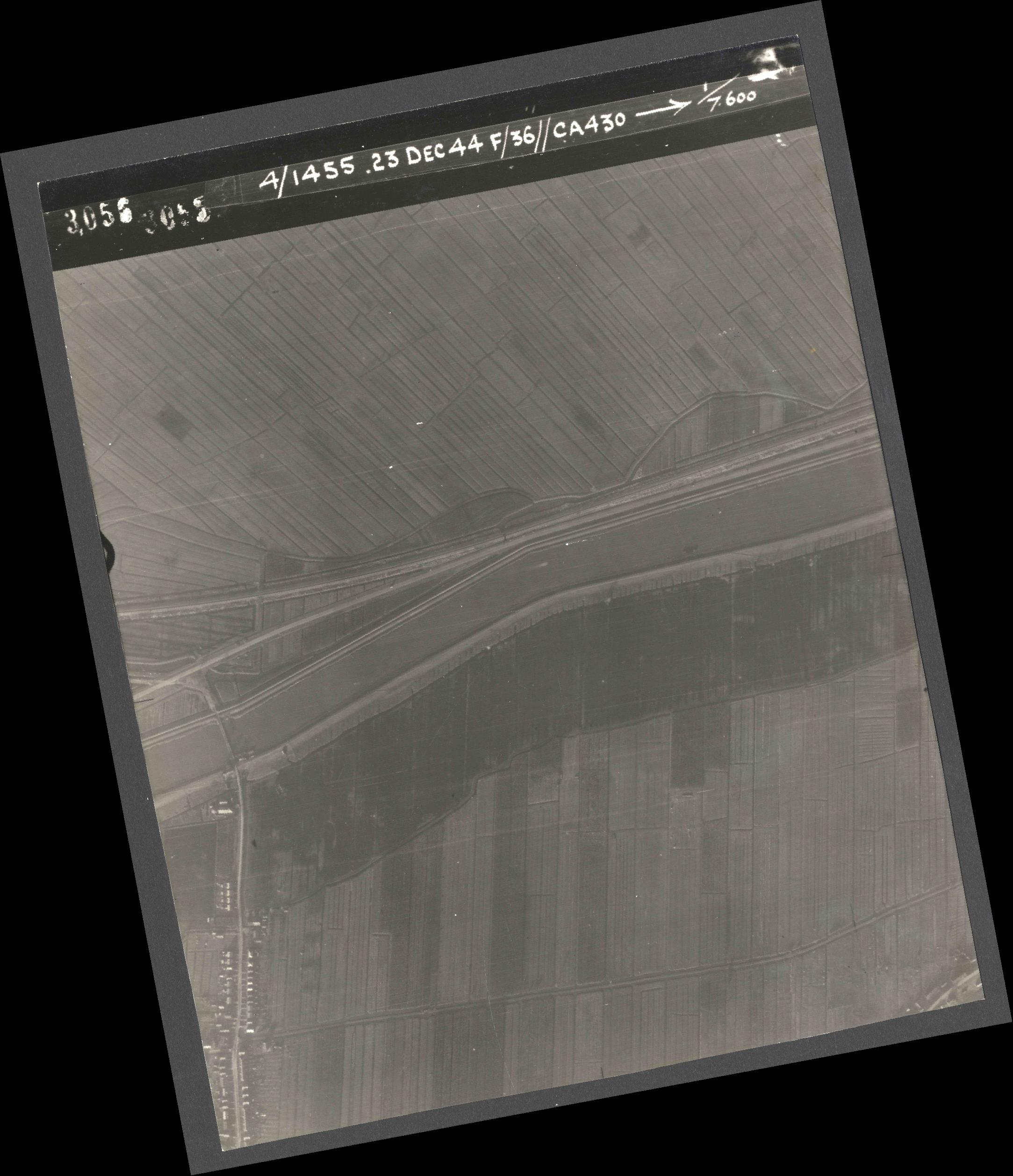 Collection RAF aerial photos 1940-1945 - flight 051, run 07, photo 3056
