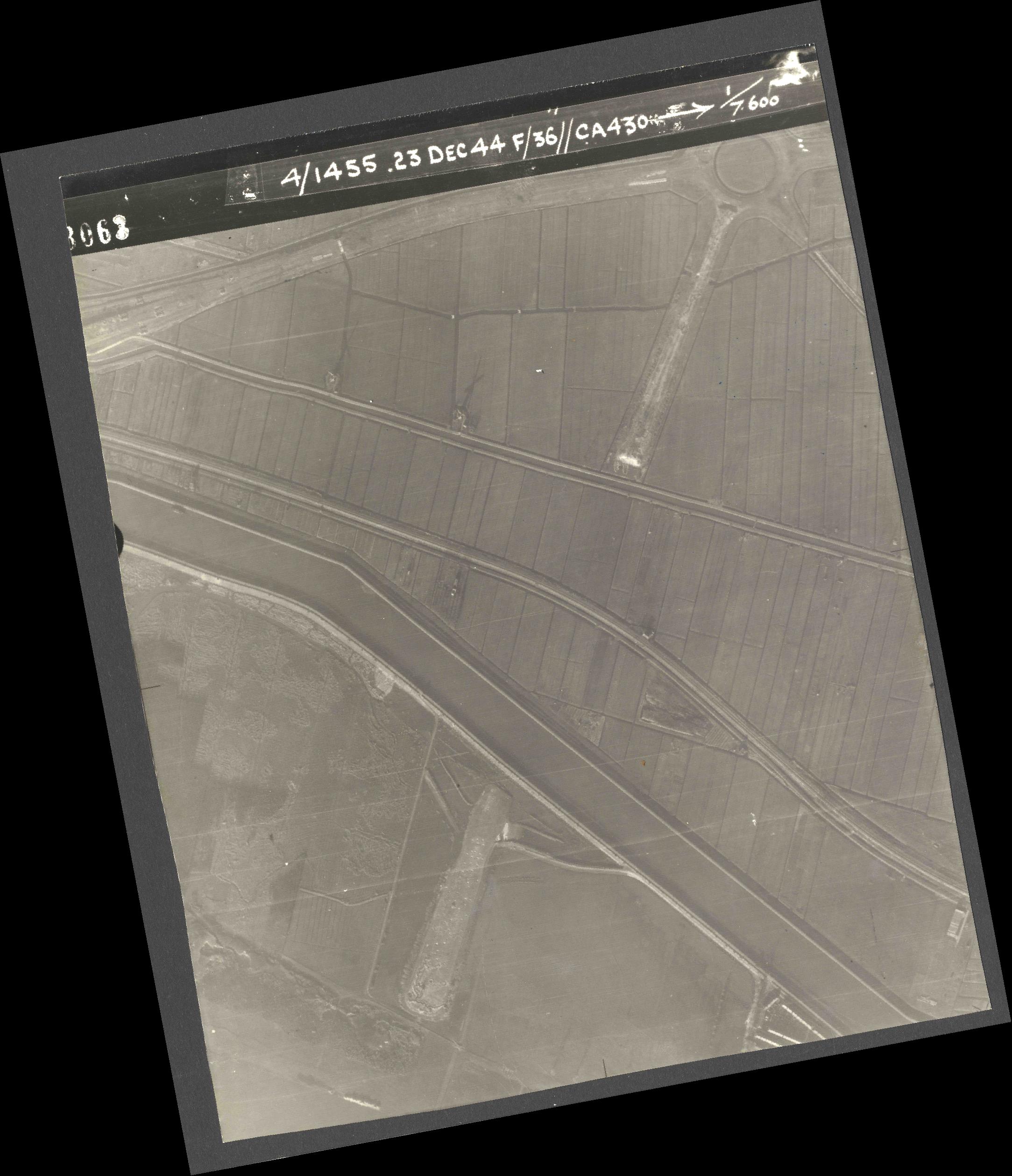 Collection RAF aerial photos 1940-1945 - flight 051, run 07, photo 3063