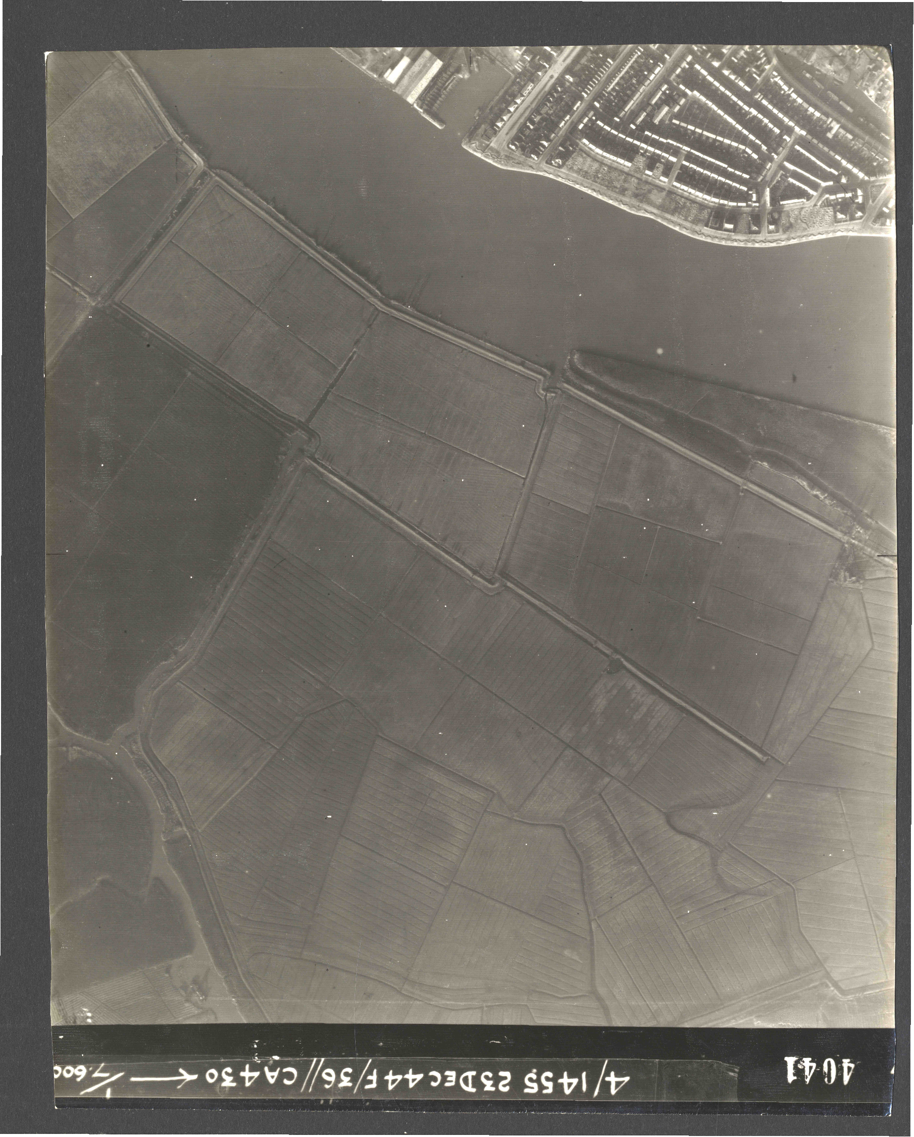 Collection RAF aerial photos 1940-1945 - flight 051, run 08, photo 4041