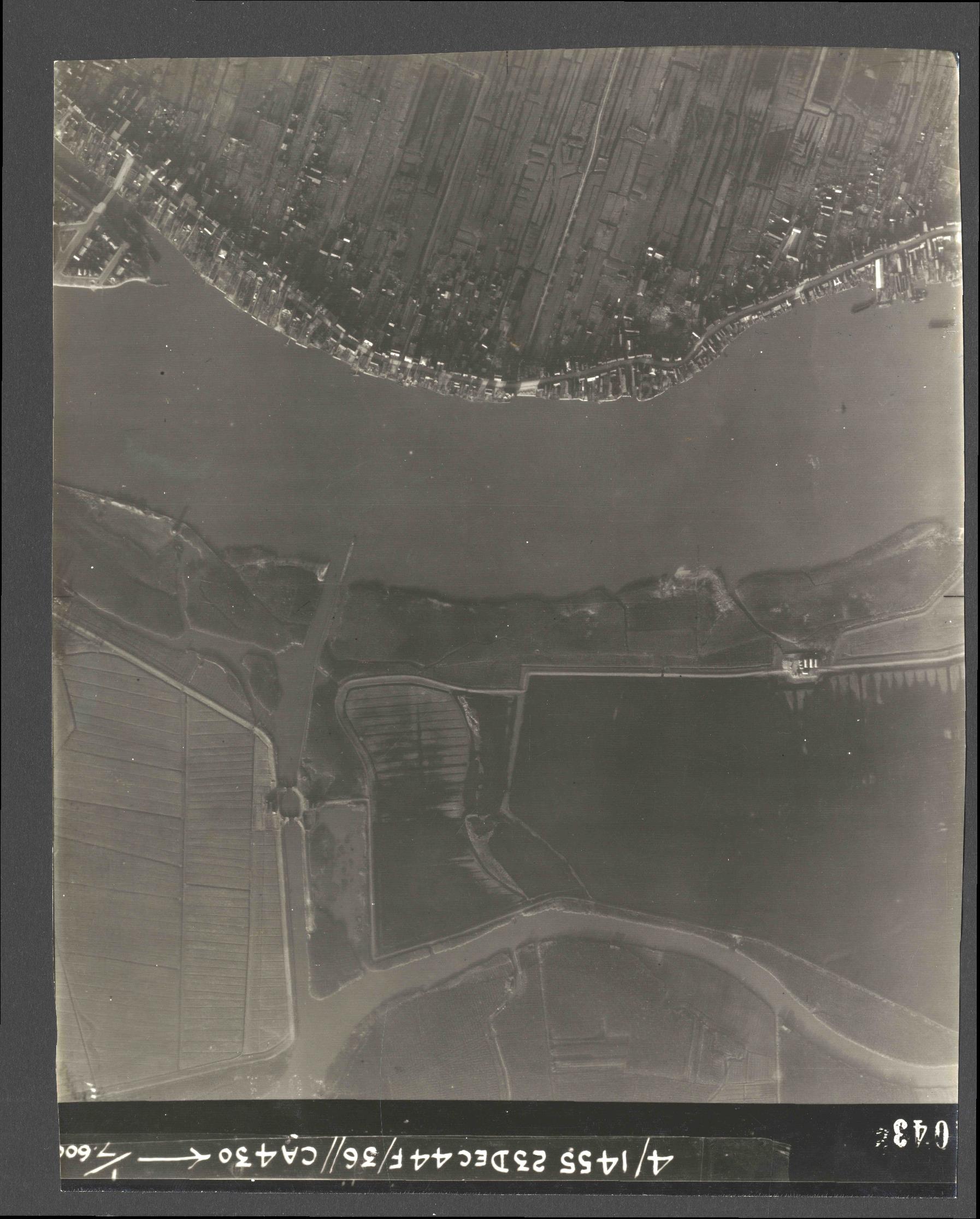 Collection RAF aerial photos 1940-1945 - flight 051, run 08, photo 4043
