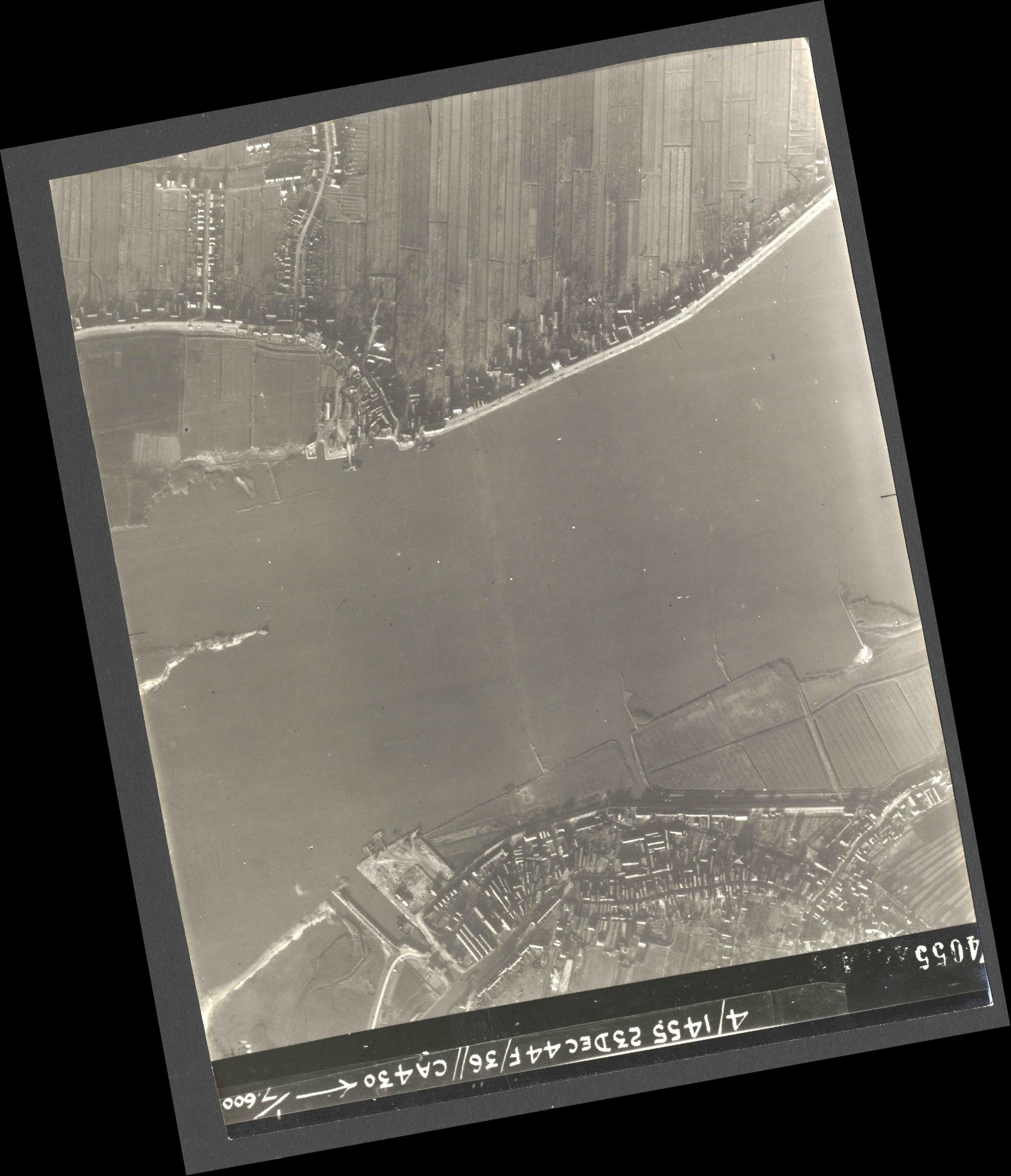 Collection RAF aerial photos 1940-1945 - flight 051, run 08, photo 4055