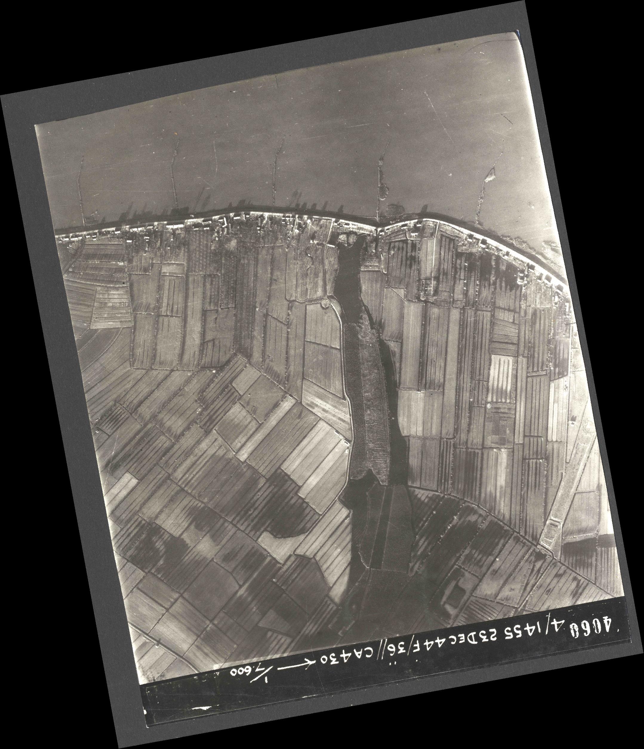 Collection RAF aerial photos 1940-1945 - flight 051, run 08, photo 4060