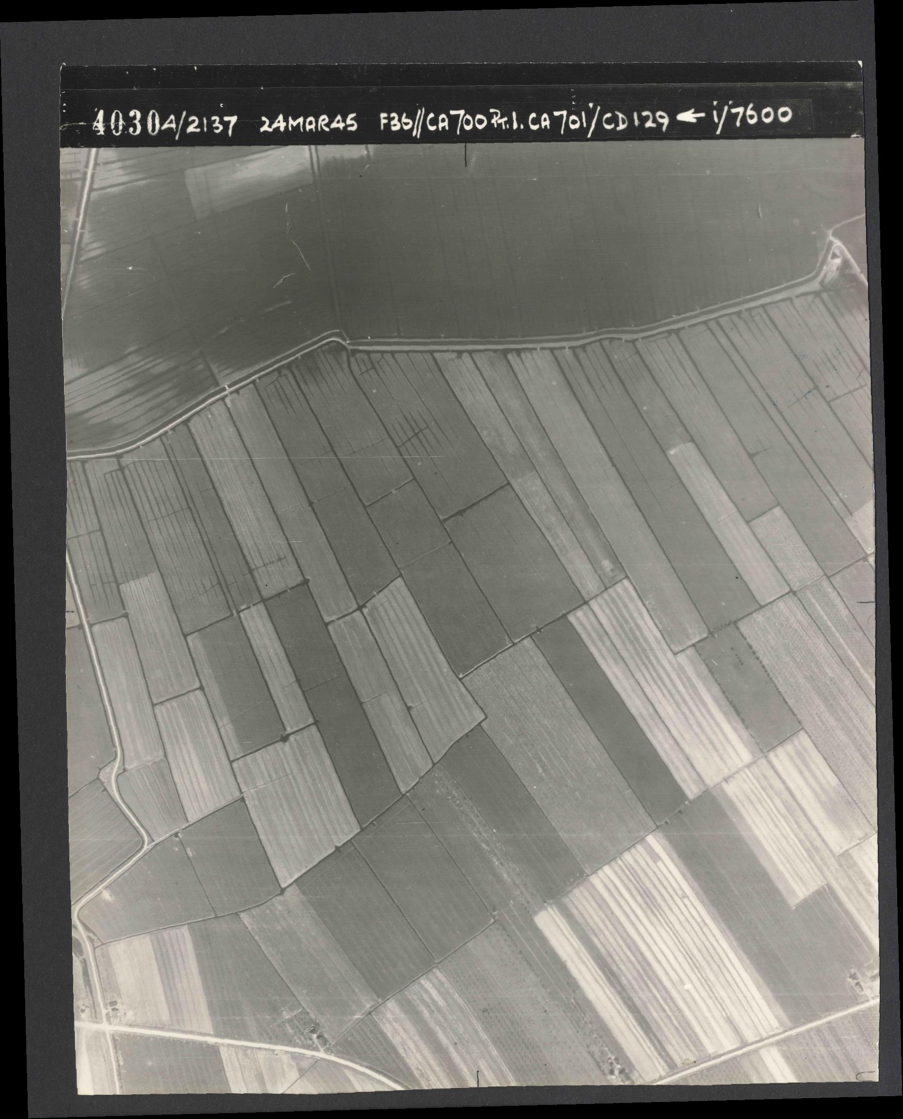Collection RAF aerial photos 1940-1945 - flight 054, run 01, photo 4030