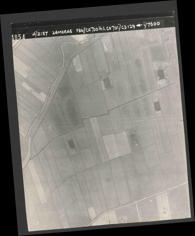 Collection RAF aerial photos 1940-1945 - flight 054, run 01, photo 4054