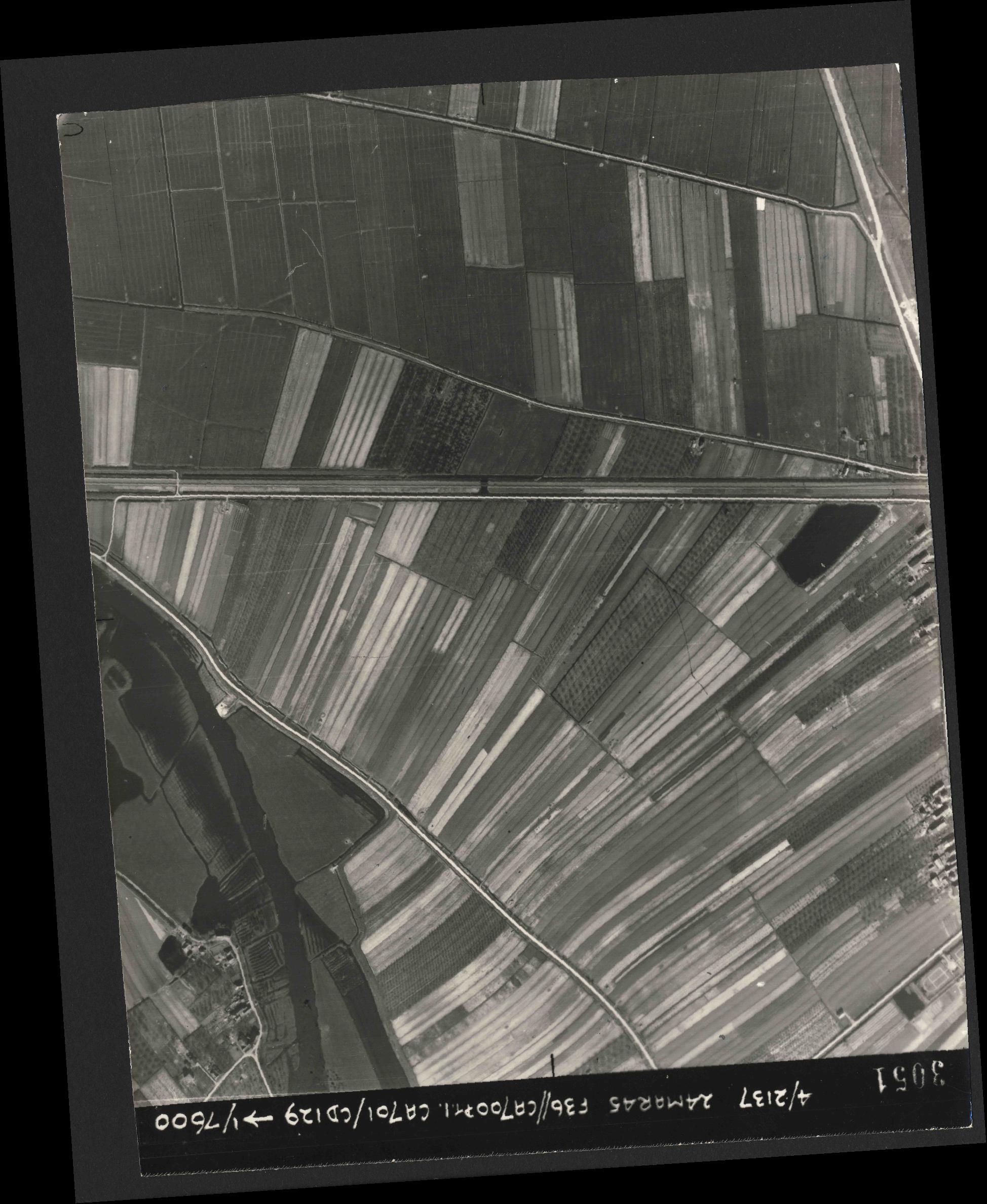 Collection RAF aerial photos 1940-1945 - flight 054, run 03, photo 3051