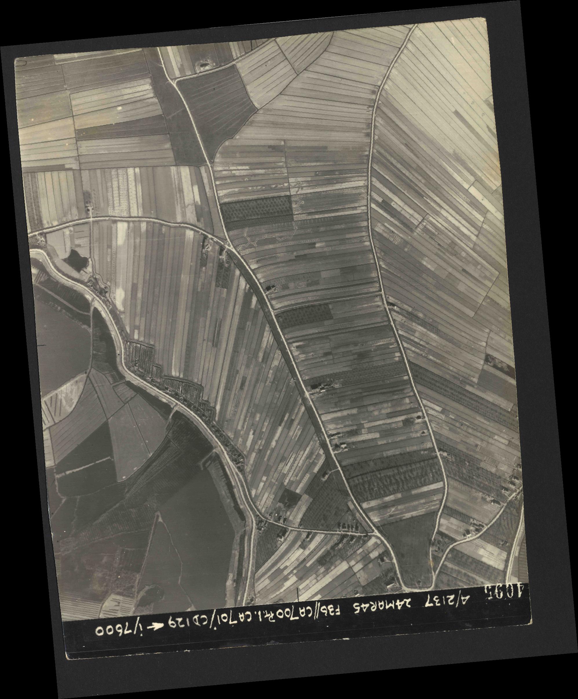 Collection RAF aerial photos 1940-1945 - flight 054, run 08, photo 4095