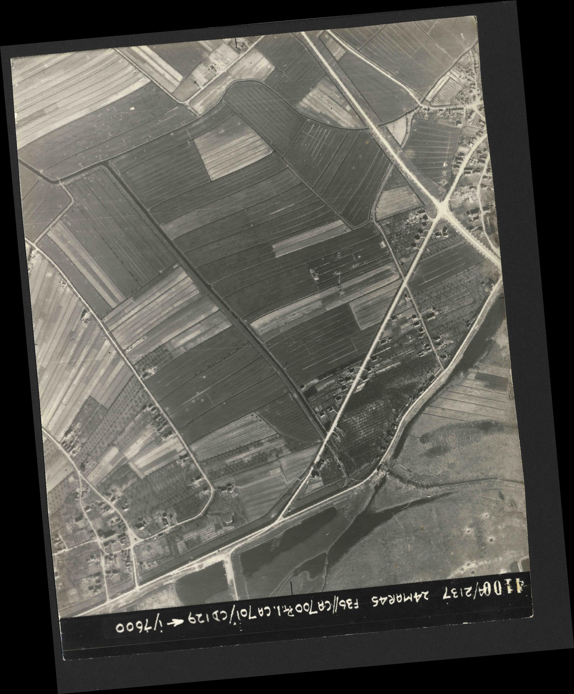 Collection RAF aerial photos 1940-1945 - flight 054, run 08, photo 4100
