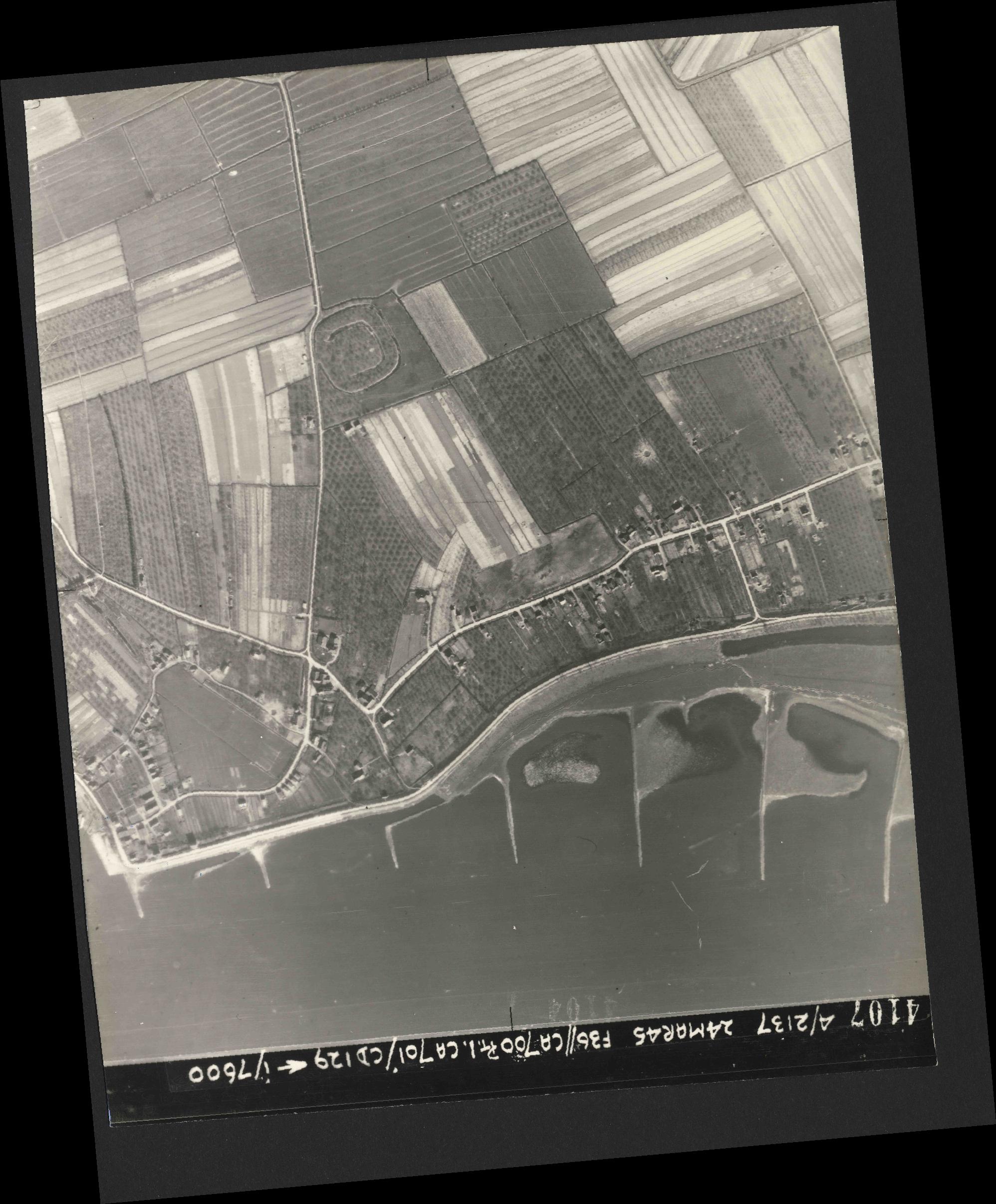 Collection RAF aerial photos 1940-1945 - flight 054, run 08, photo 4107