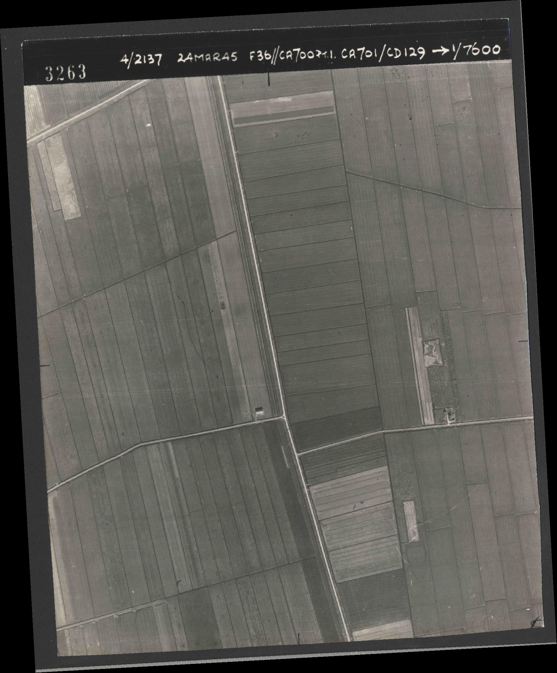 Collection RAF aerial photos 1940-1945 - flight 054, run 09, photo 3263