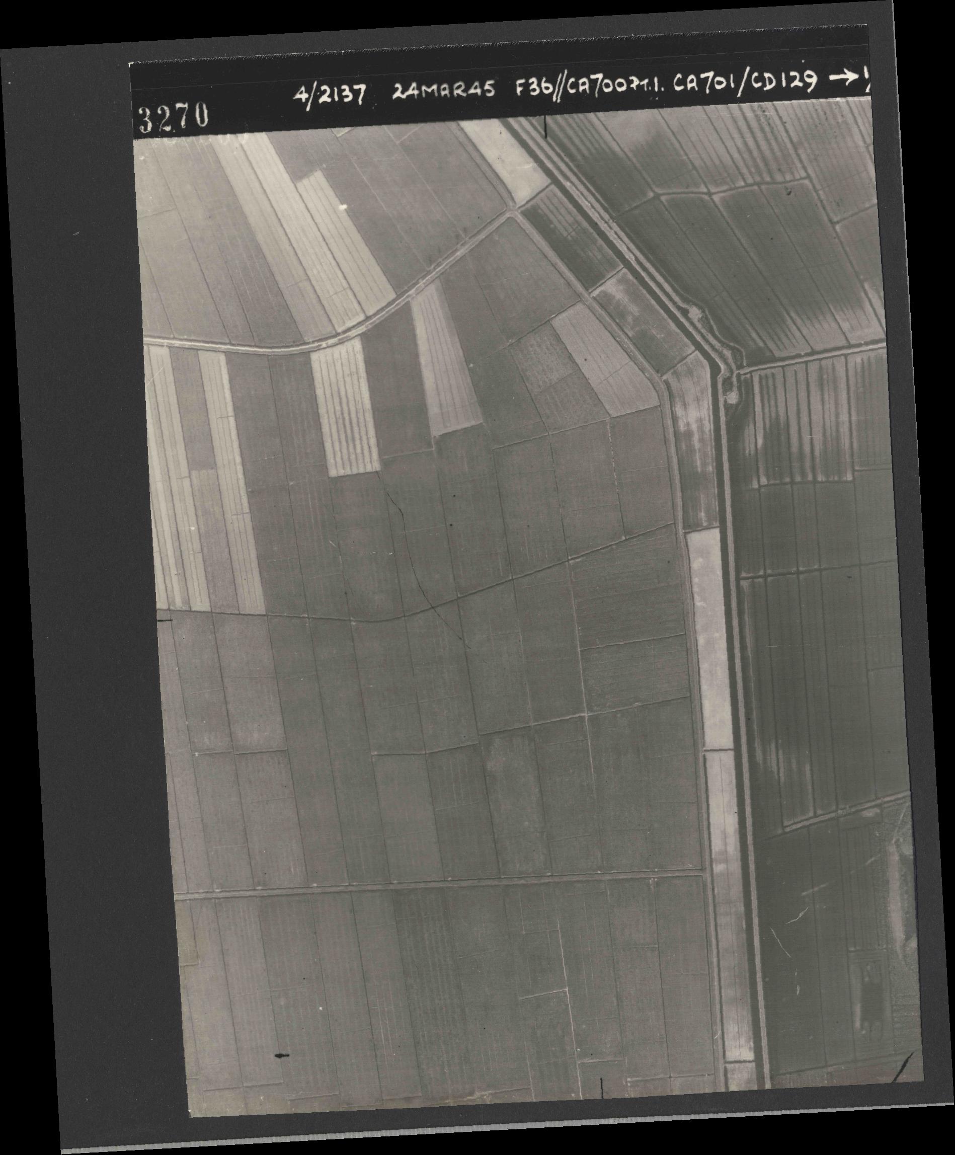 Collection RAF aerial photos 1940-1945 - flight 054, run 09, photo 3270