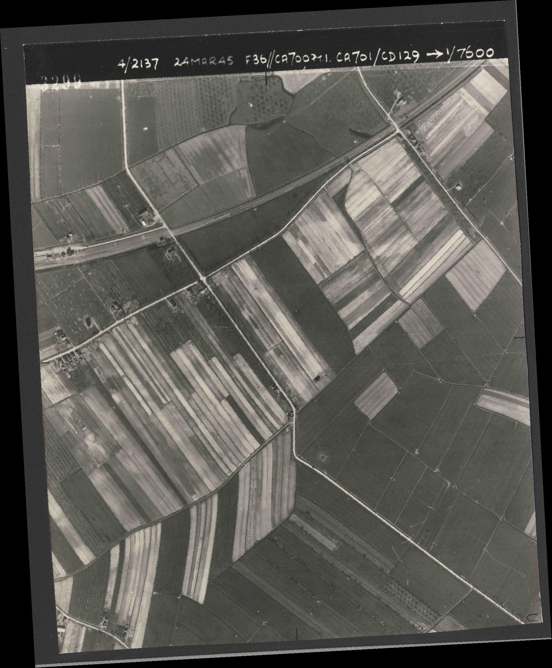 Collection RAF aerial photos 1940-1945 - flight 054, run 09, photo 3299