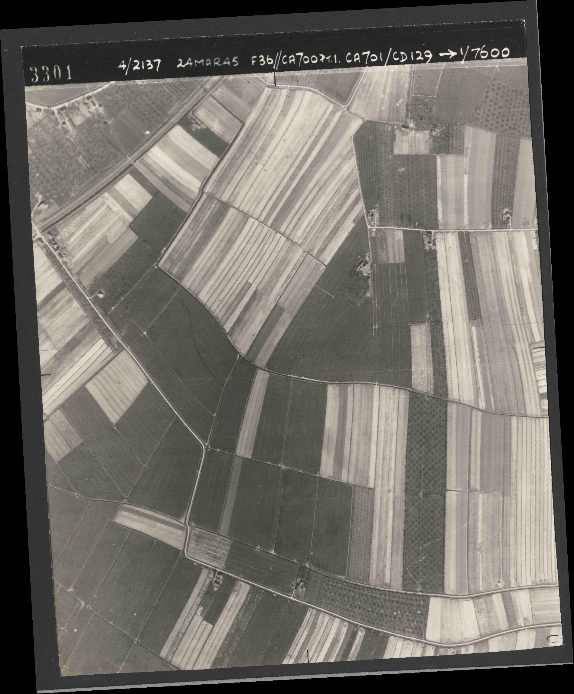 Collection RAF aerial photos 1940-1945 - flight 054, run 09, photo 3301
