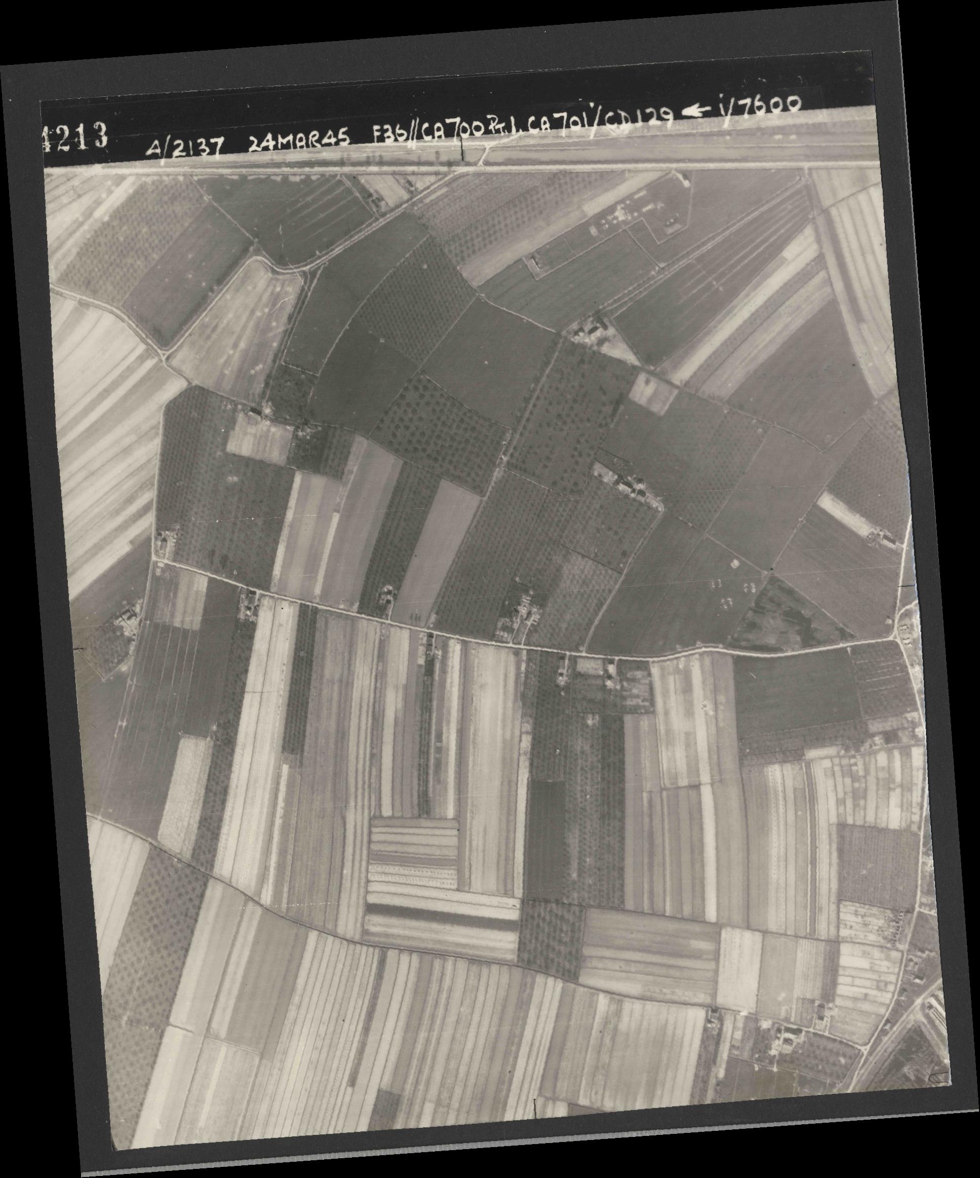 Collection RAF aerial photos 1940-1945 - flight 054, run 10, photo 4213