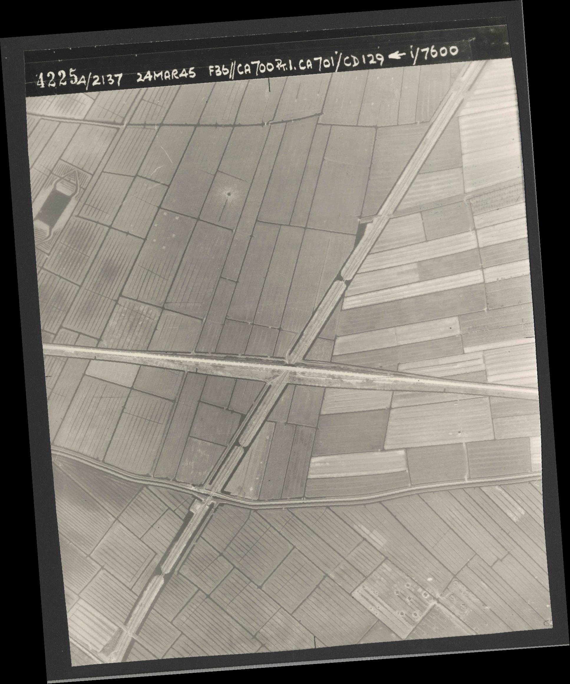 Collection RAF aerial photos 1940-1945 - flight 054, run 10, photo 4225