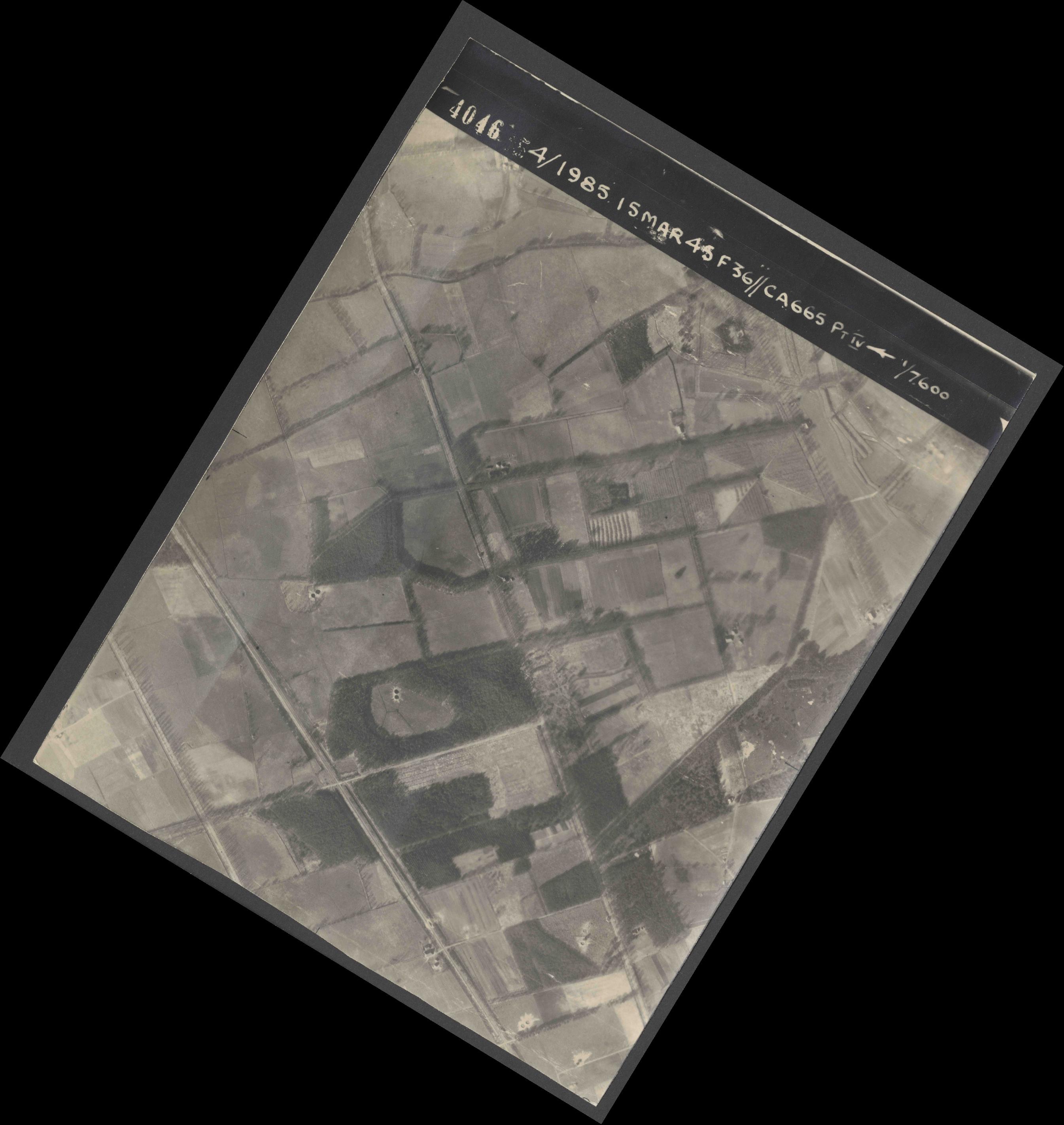 Collection RAF aerial photos 1940-1945 - flight 059, run 03, photo 4046