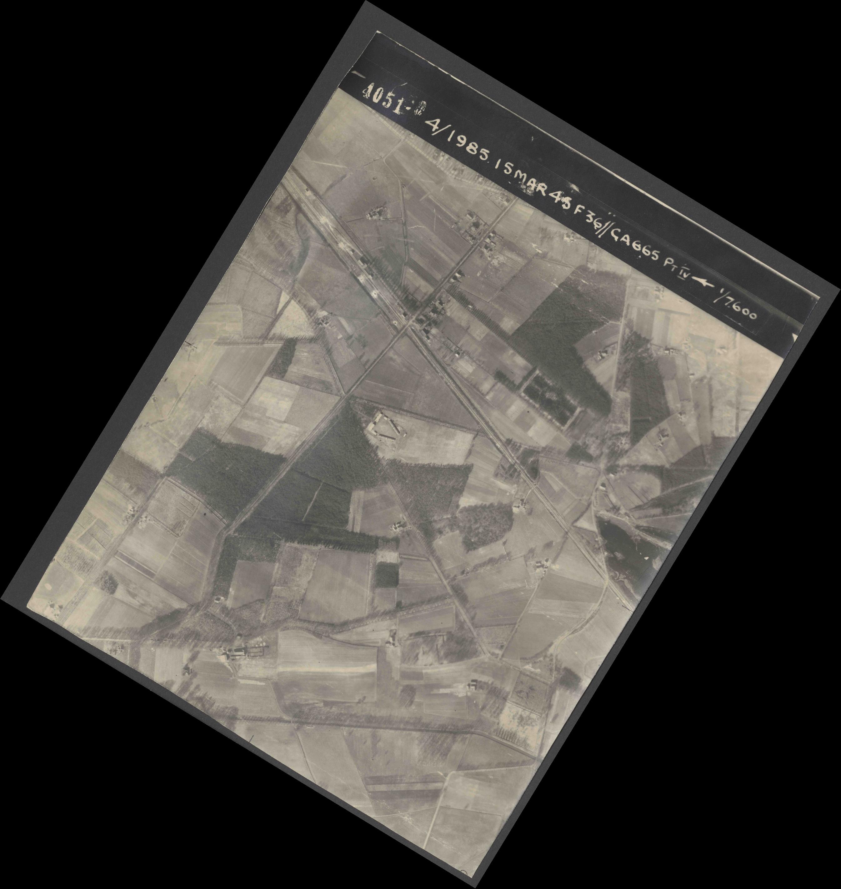 Collection RAF aerial photos 1940-1945 - flight 059, run 03, photo 4051