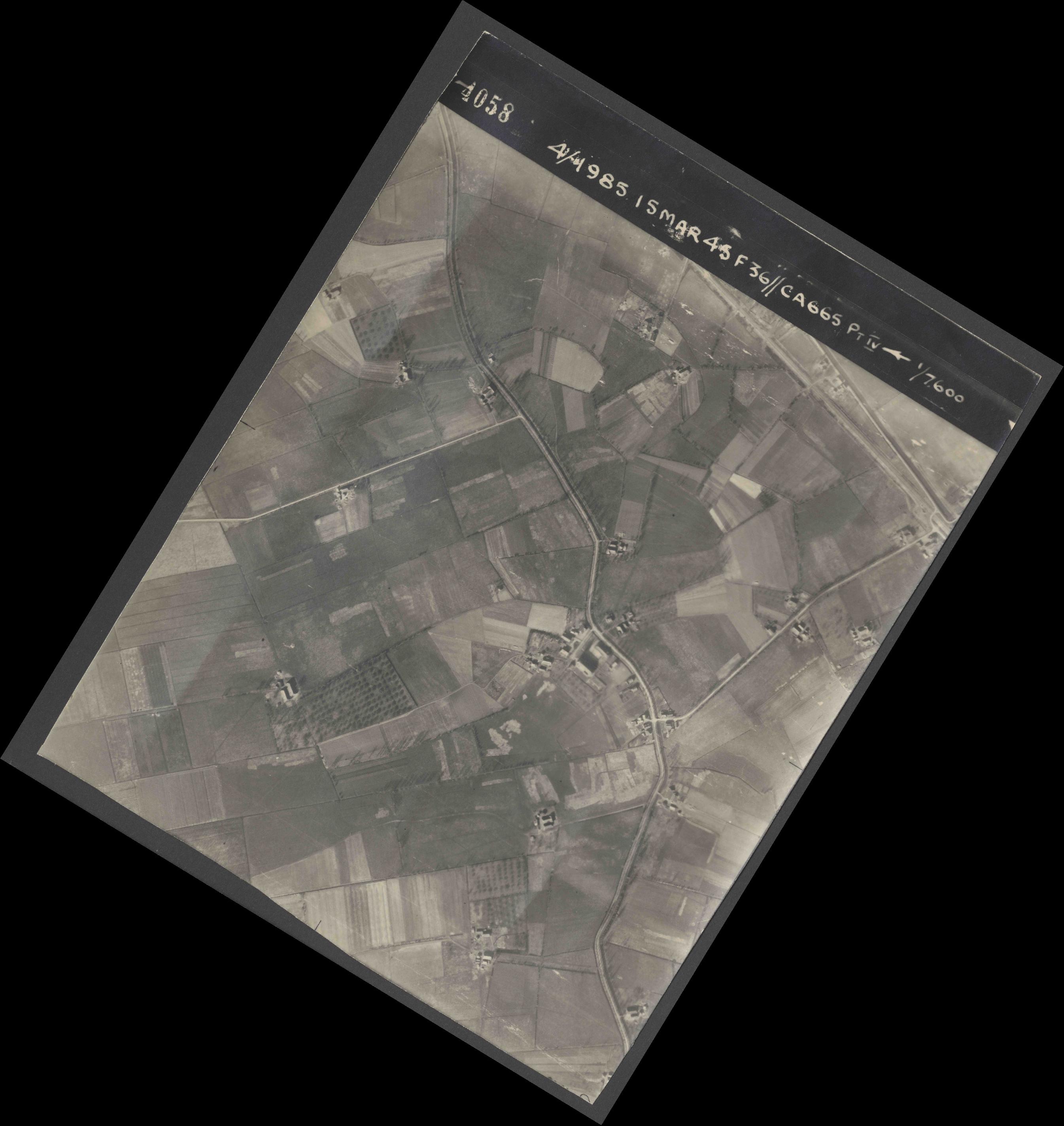 Collection RAF aerial photos 1940-1945 - flight 059, run 03, photo 4058