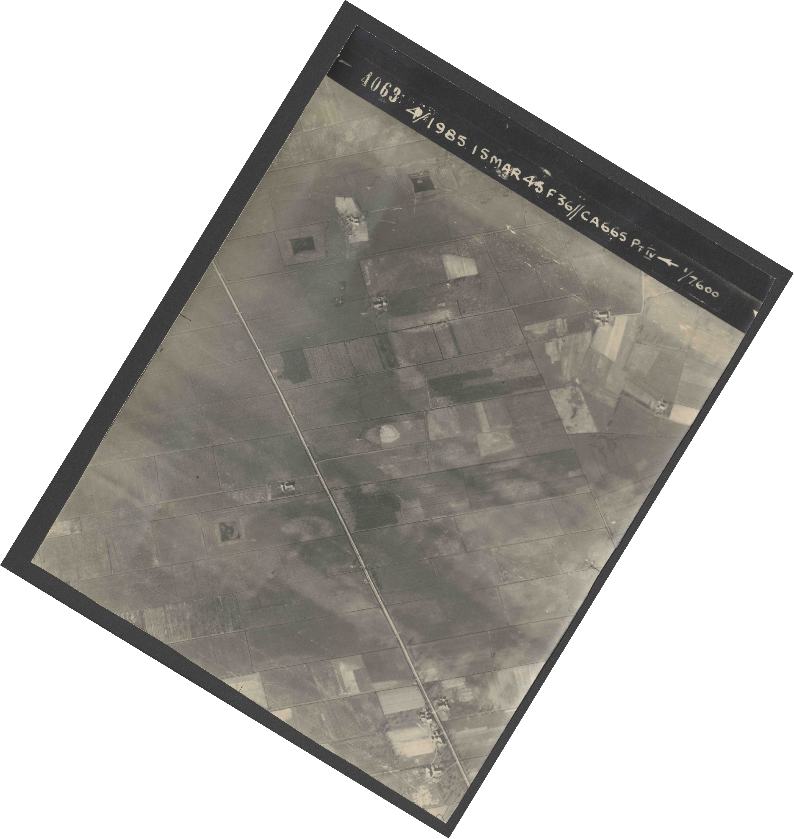 Collection RAF aerial photos 1940-1945 - flight 059, run 03, photo 4063