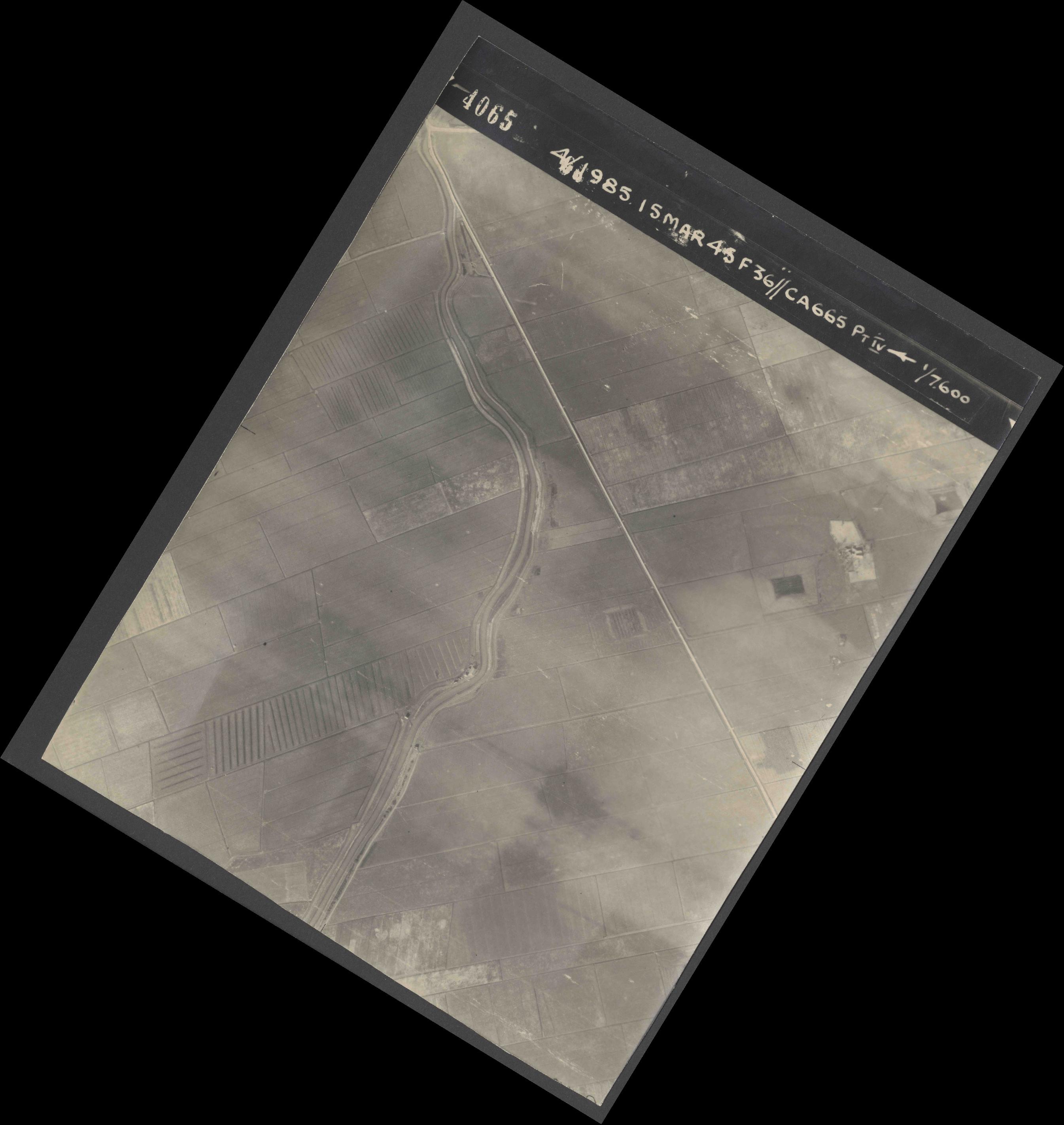 Collection RAF aerial photos 1940-1945 - flight 059, run 03, photo 4065