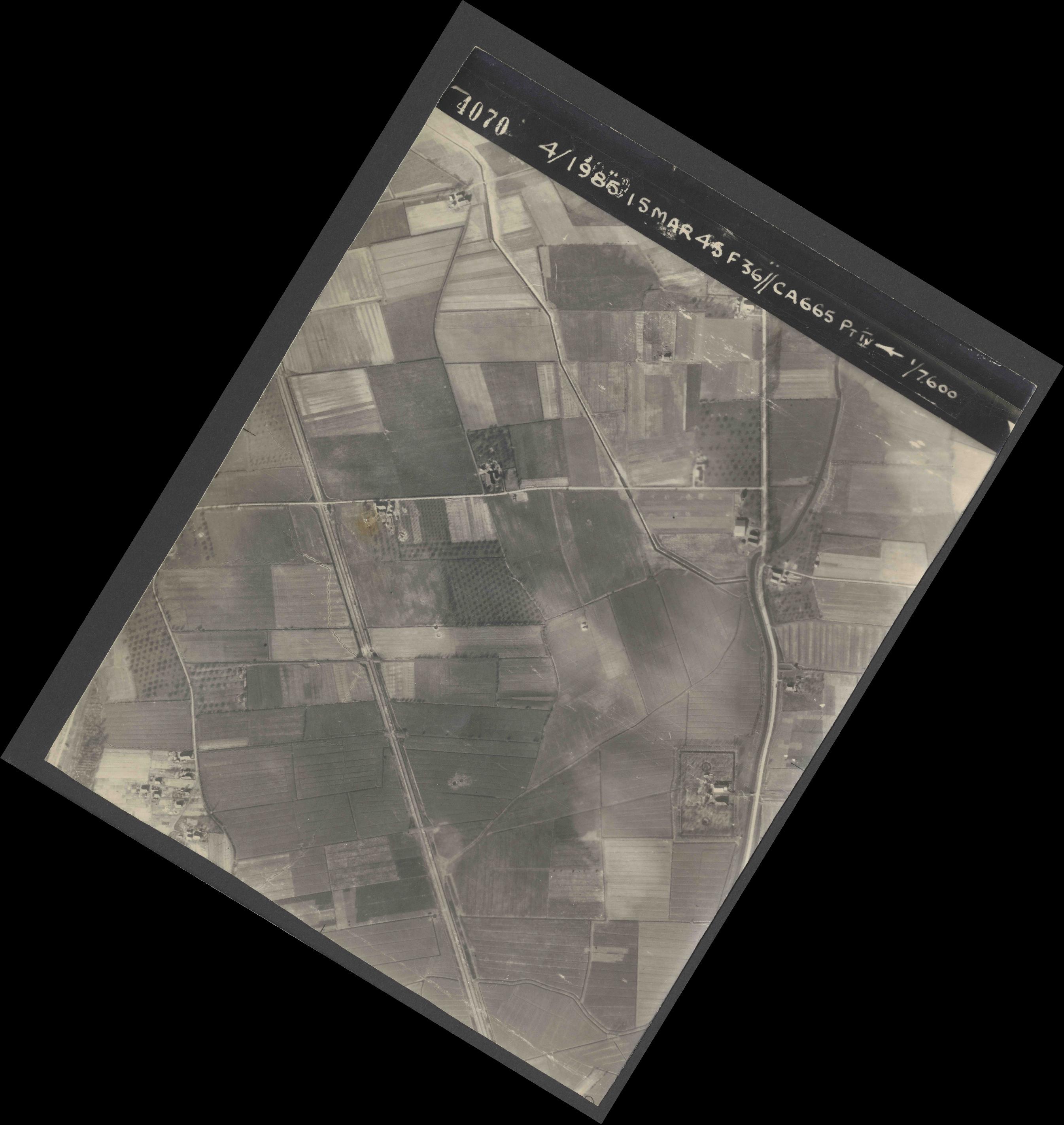 Collection RAF aerial photos 1940-1945 - flight 059, run 03, photo 4070
