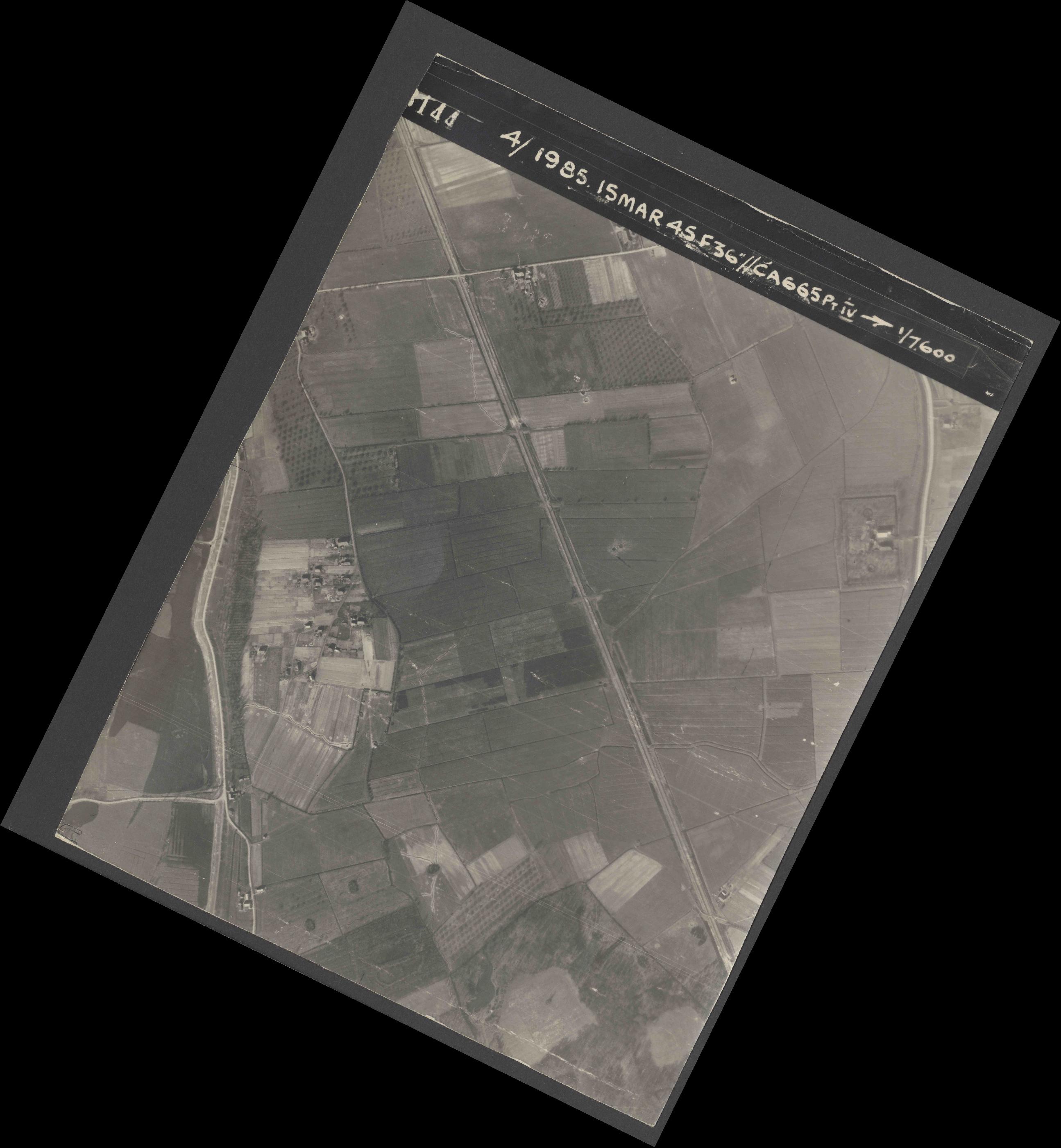 Collection RAF aerial photos 1940-1945 - flight 059, run 04, photo 3144