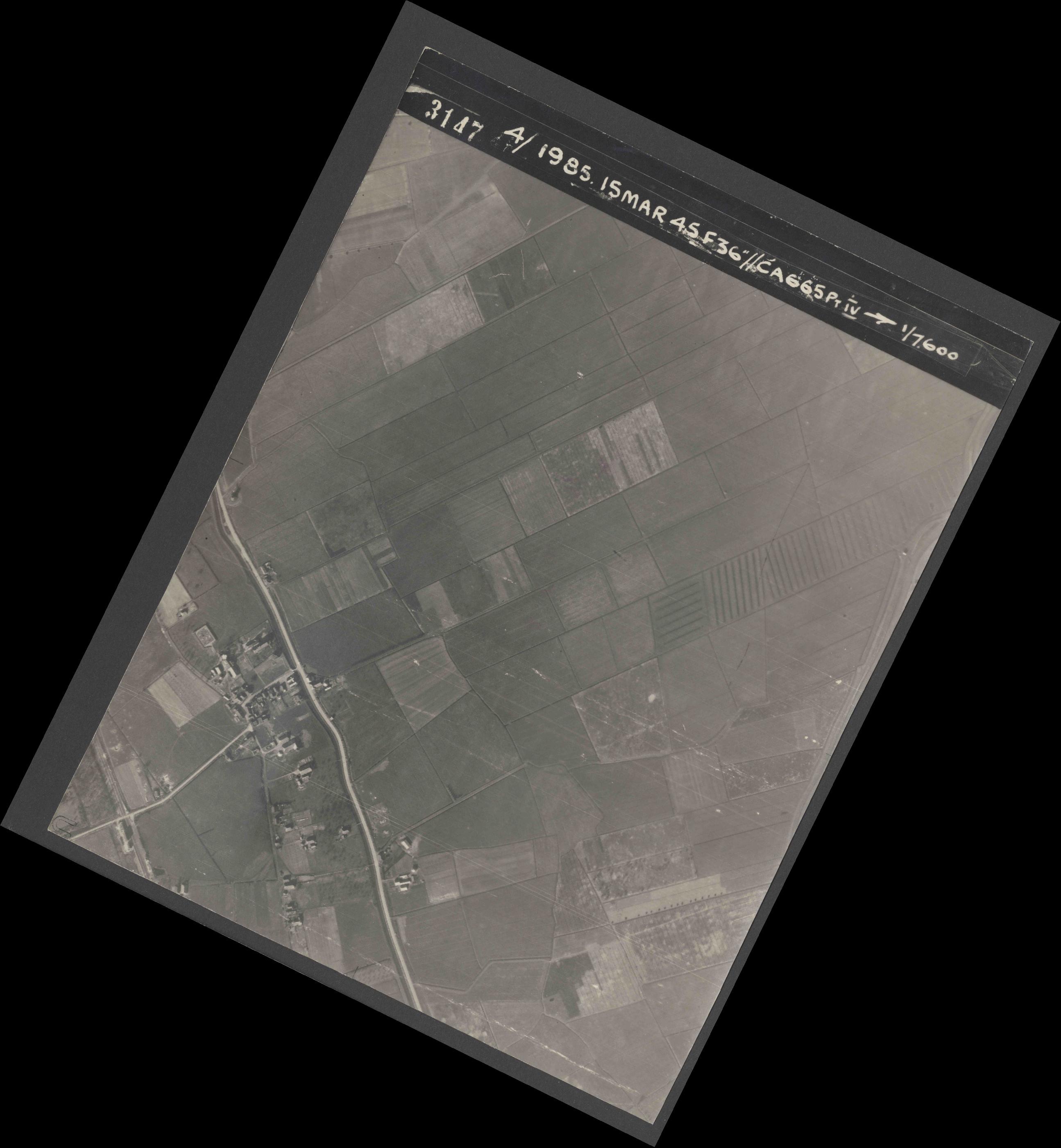 Collection RAF aerial photos 1940-1945 - flight 059, run 04, photo 3147