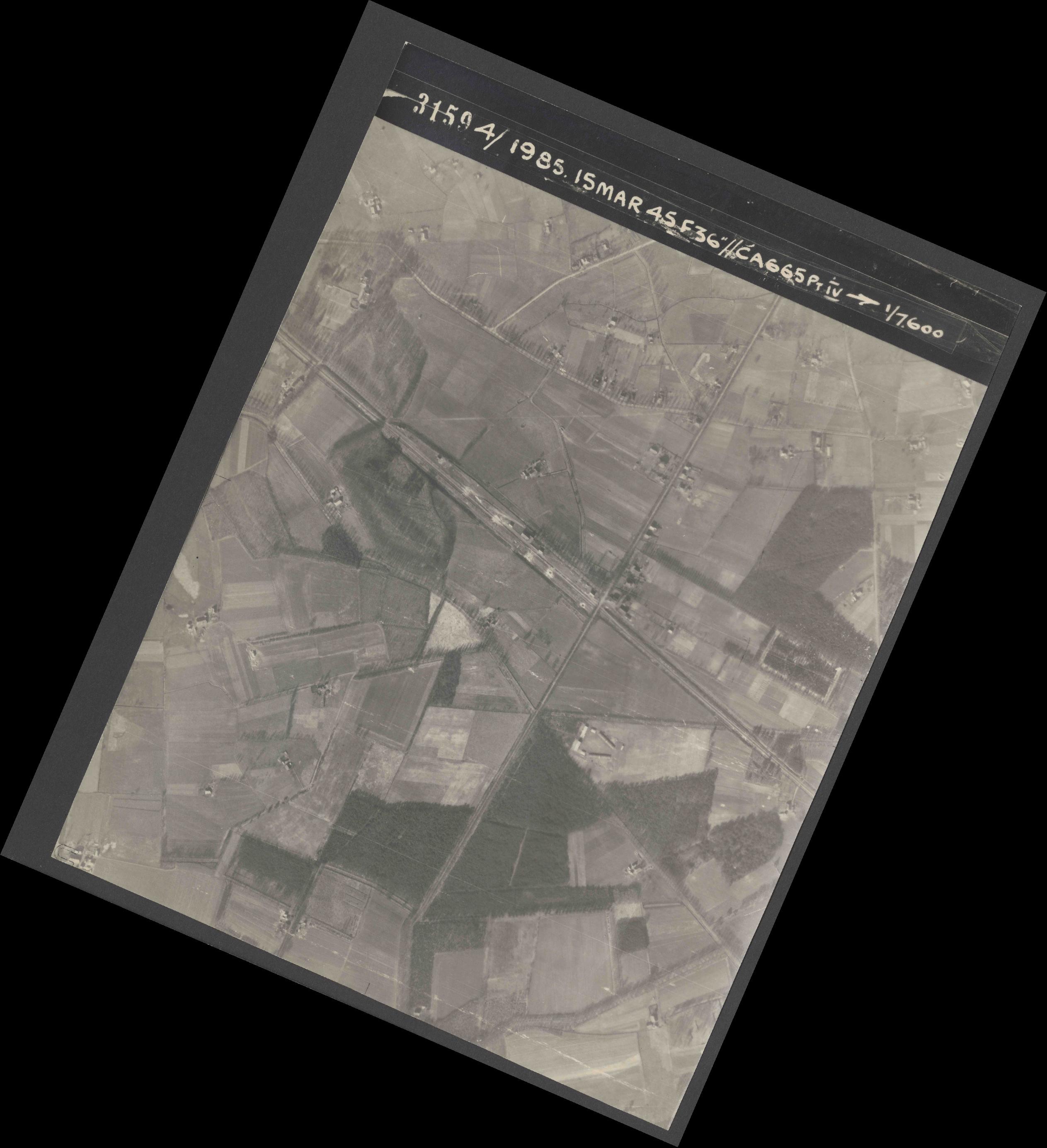 Collection RAF aerial photos 1940-1945 - flight 059, run 04, photo 3159
