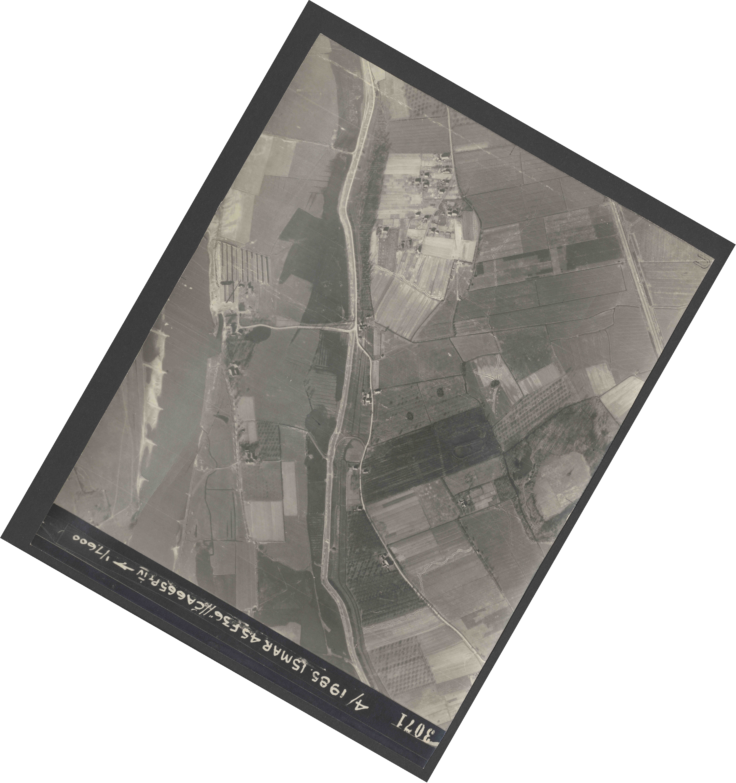 Collection RAF aerial photos 1940-1945 - flight 059, run 05, photo 3071