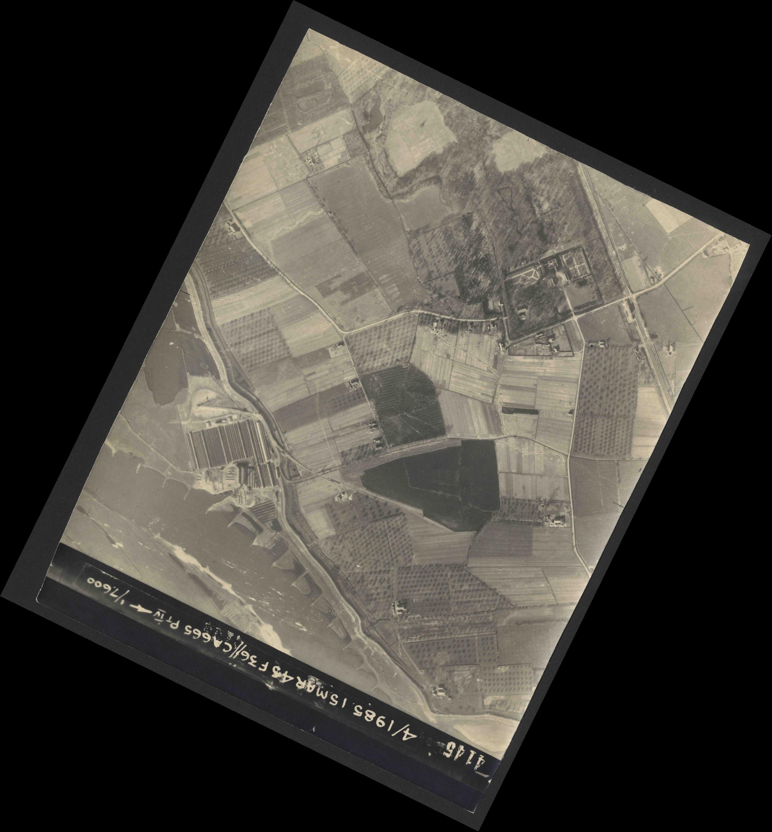 Collection RAF aerial photos 1940-1945 - flight 059, run 06, photo 4145