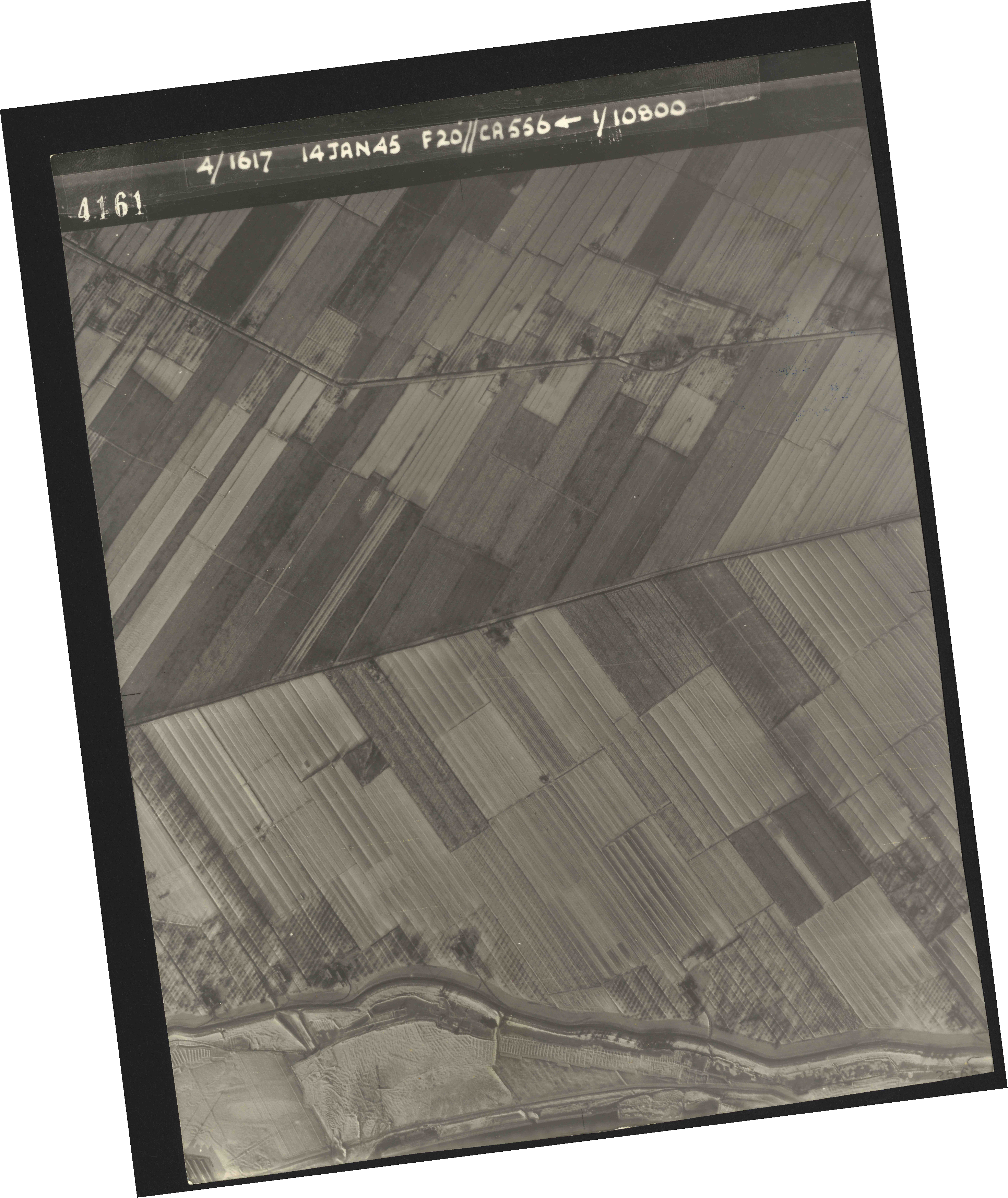 Collection RAF aerial photos 1940-1945 - flight 060, run 01, photo 4161